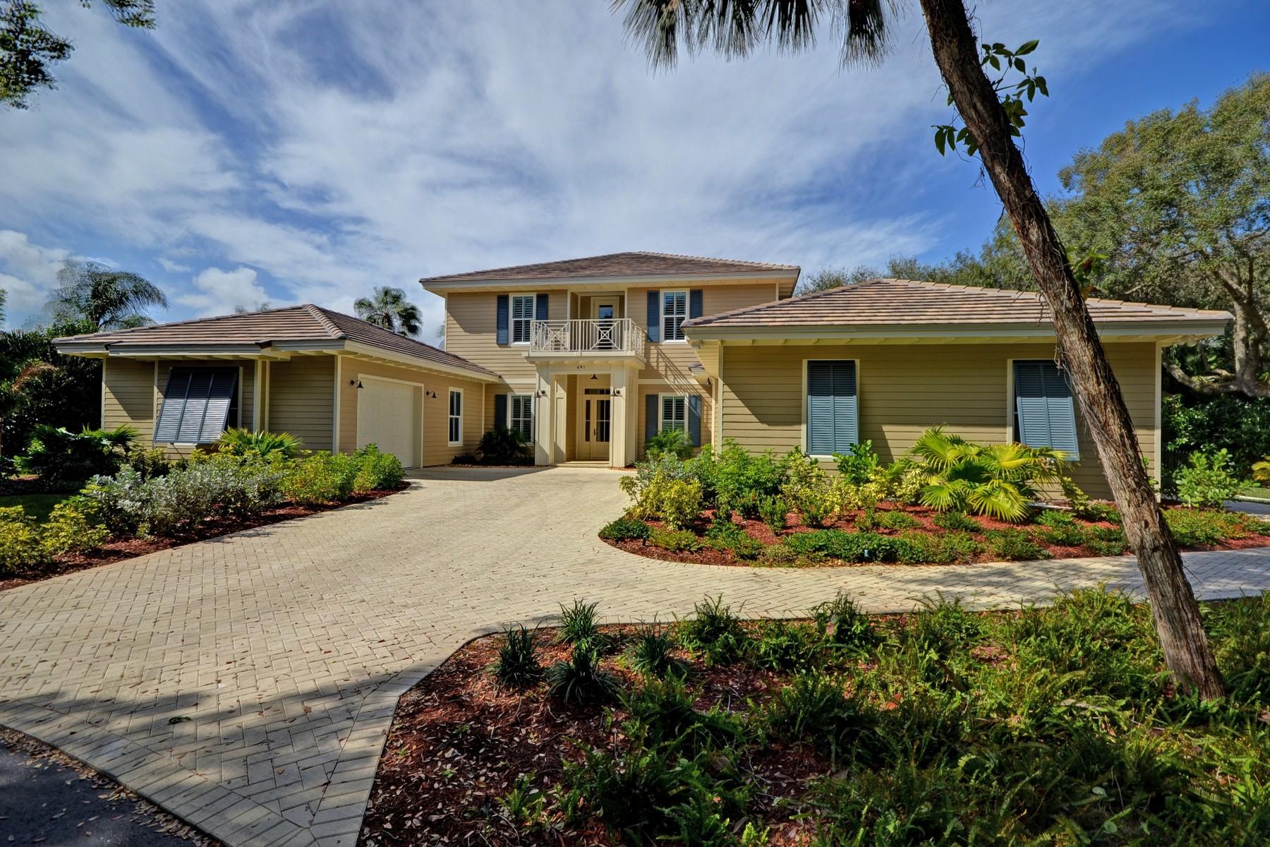 独户住宅 为 销售 在 Superb New Custom Built Home in Indian Triails 691 N Tomahawk Trl 维罗海滩, 佛罗里达州, 32963 美国