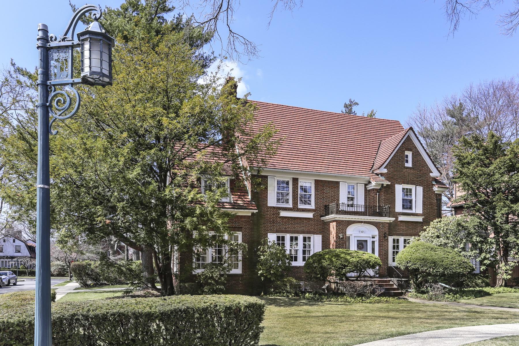 """獨棟家庭住宅 為 出售 在 """"PICTURE PERFECT CENTER HALL COLONIAL"""" 63 Wendover Road, Forest Hills Gardens, Forest Hills Gardens, Forest Hills, 紐約州, 11375 美國"""