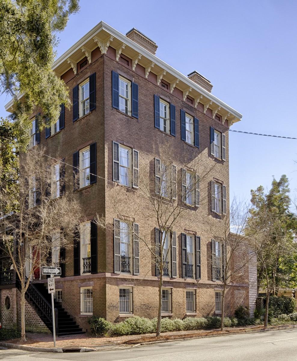 Casa para uma família para Venda às 23 West Gordon Street 23 W. Gordon Street Savannah, Geórgia 31401 Estados Unidos