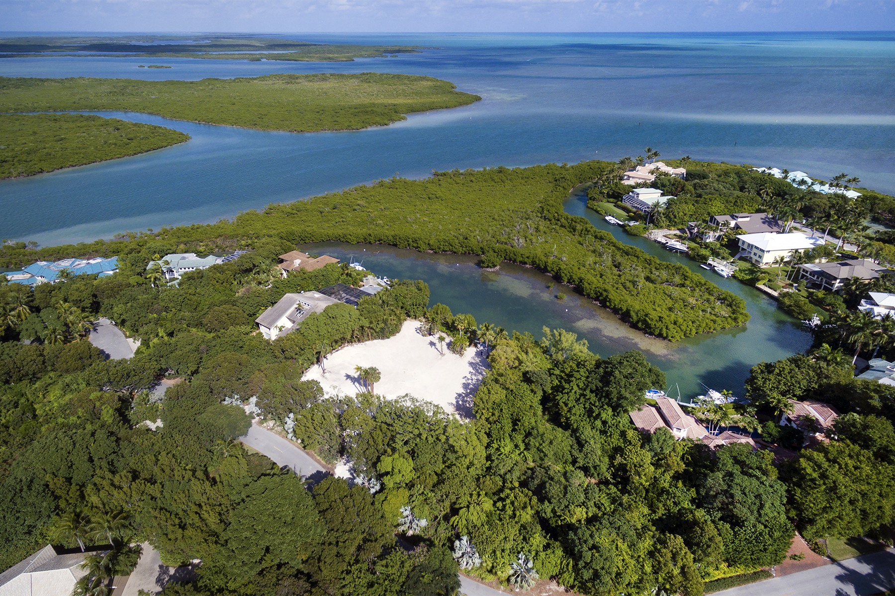 Terrain pour l Vente à Expansive Location to Build Your Dream Home at Ocean Reef 40-42 Cardinal Lane Key Largo, Florida 33037 États-Unis