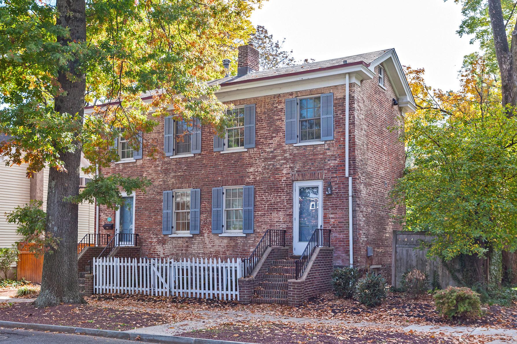 Einfamilienhaus für Verkauf beim 19th-Century Colonial Near the Heart of Downtown 323-325 Nassau Street Princeton, New Jersey 08540 Vereinigte Staaten