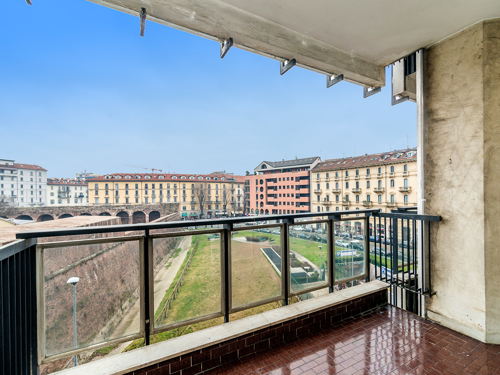 Additional photo for property listing at Bright apartment with terrace in Porta Romana Viale Sabotino Milano, Milan 20121 Italy