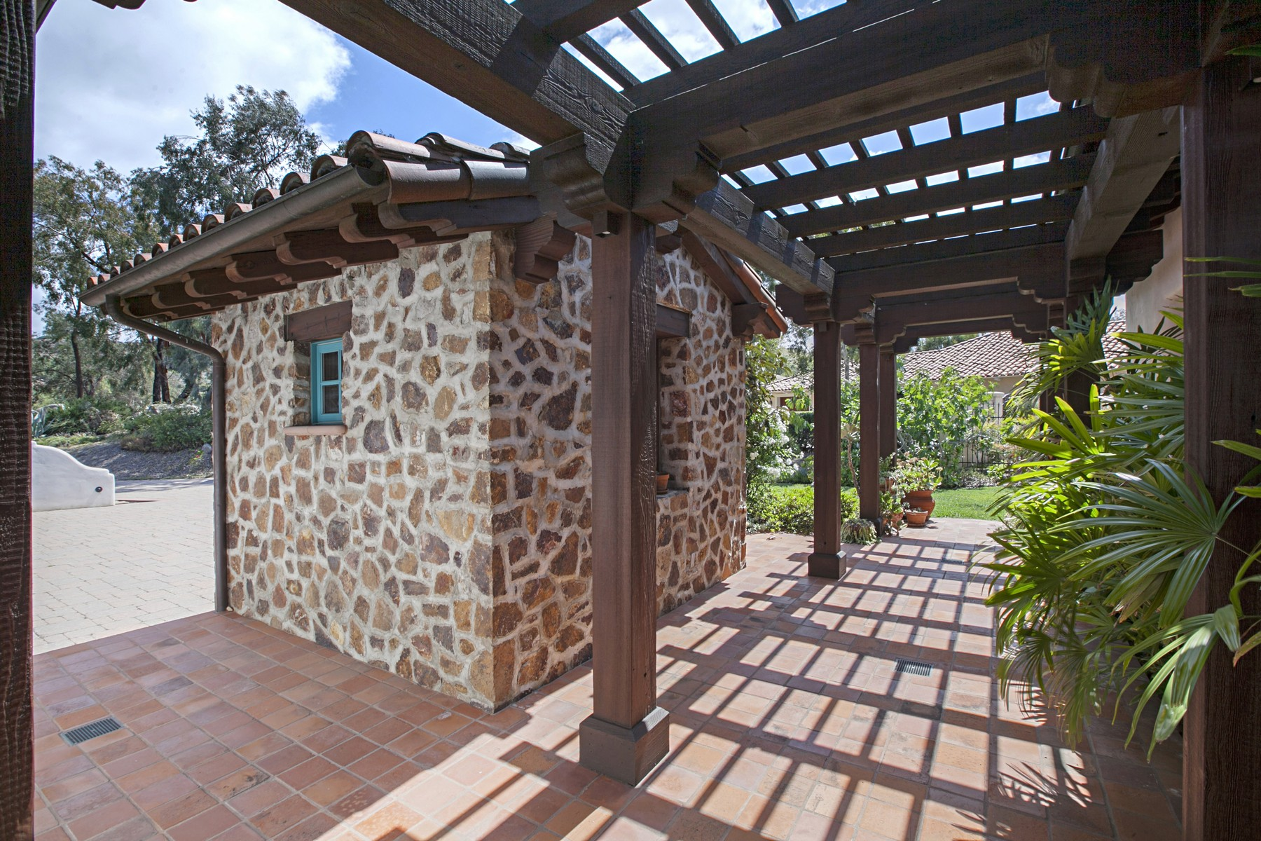 Additional photo for property listing at 5925 Lake Vista Drive  Bonsall, California 92003 Estados Unidos