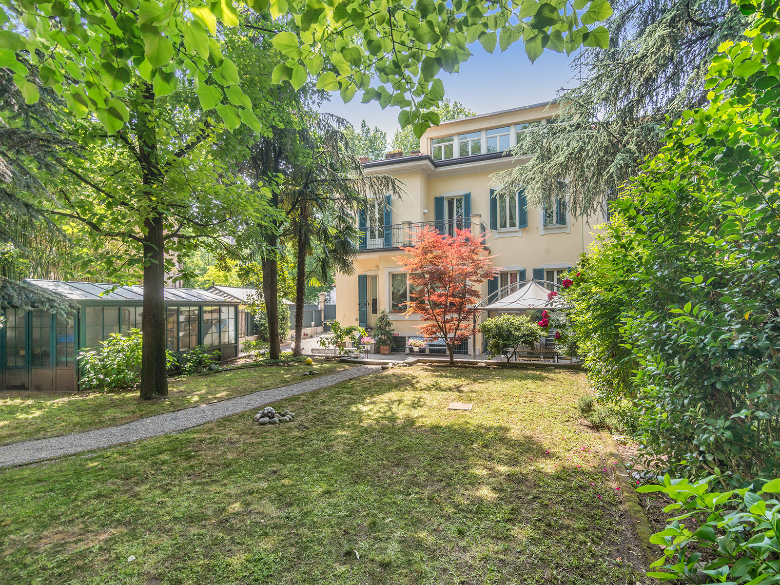 sales property at Elegante Villa Liberty con giardino di proprietà