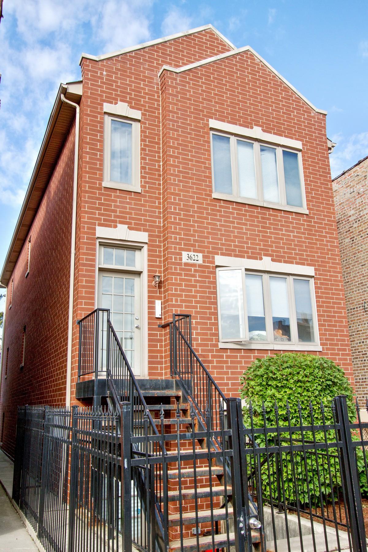 Apartamentos multi-familiares para Venda às Great Investment Property 3622 S Hoyne Avenue Chicago, Illinois 60609 Estados Unidos