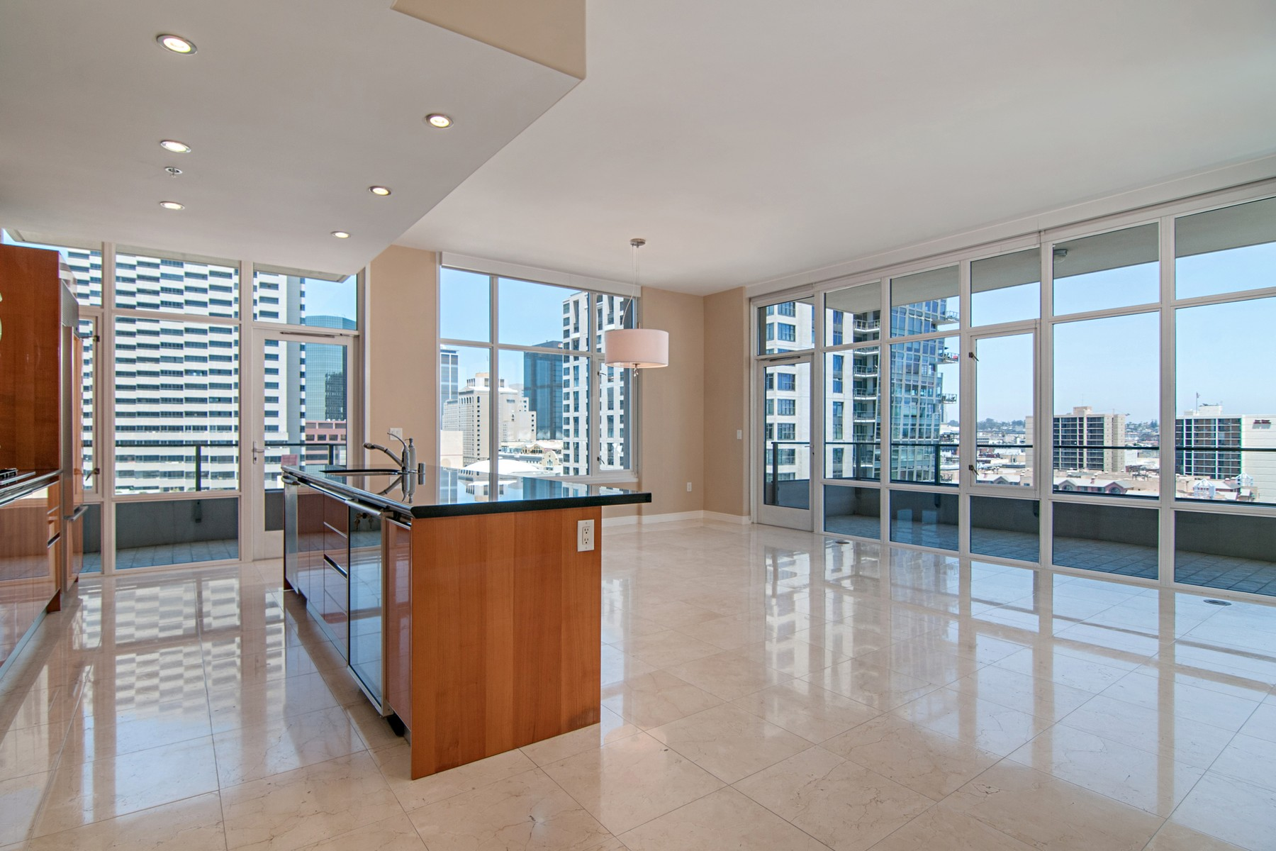 共管式独立产权公寓 为 销售 在 The Pinnacle 550 Front Street 904 圣地亚哥, 加利福尼亚州, 92101 美国