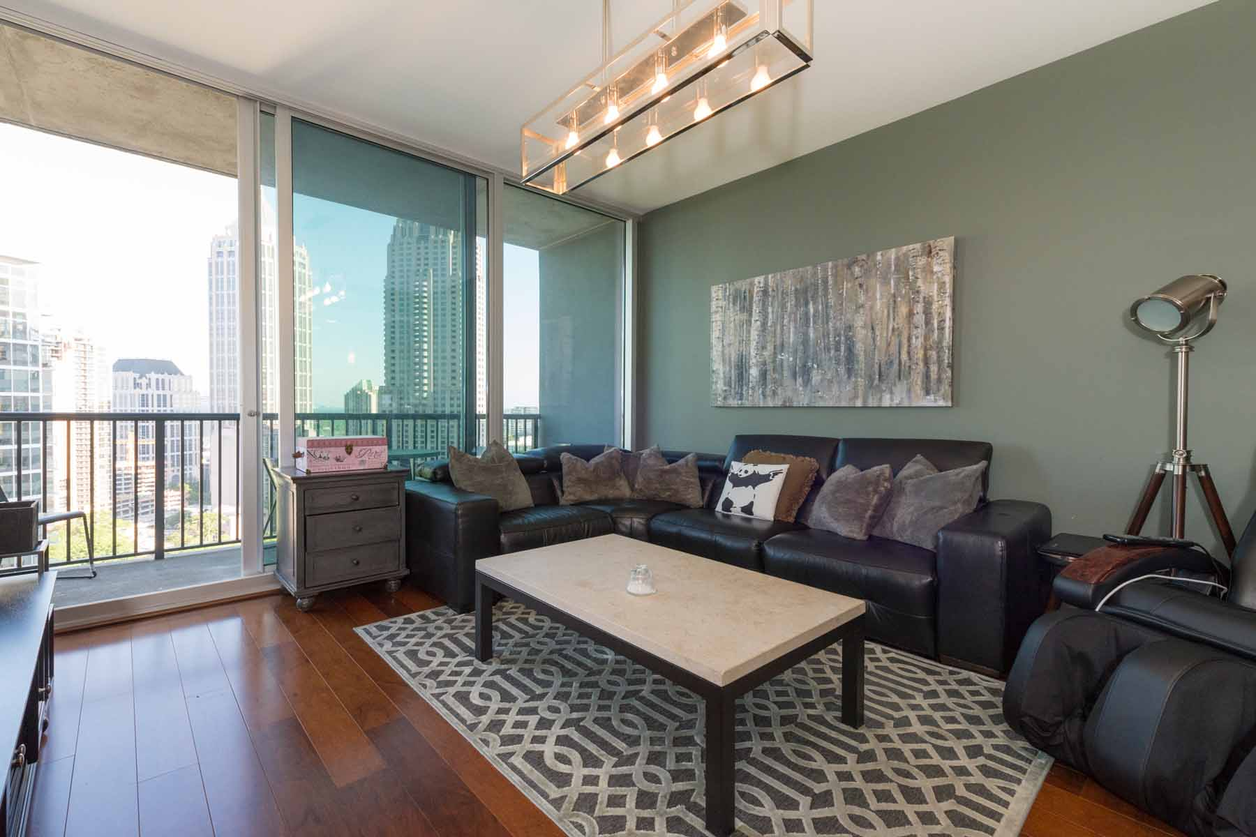 Copropriété pour l Vente à Spacious 1010 Midtown One Bedroom Unit 1080 Peachtree Street NE Unit #1816 Atlanta, Georgia, 30309 États-Unis