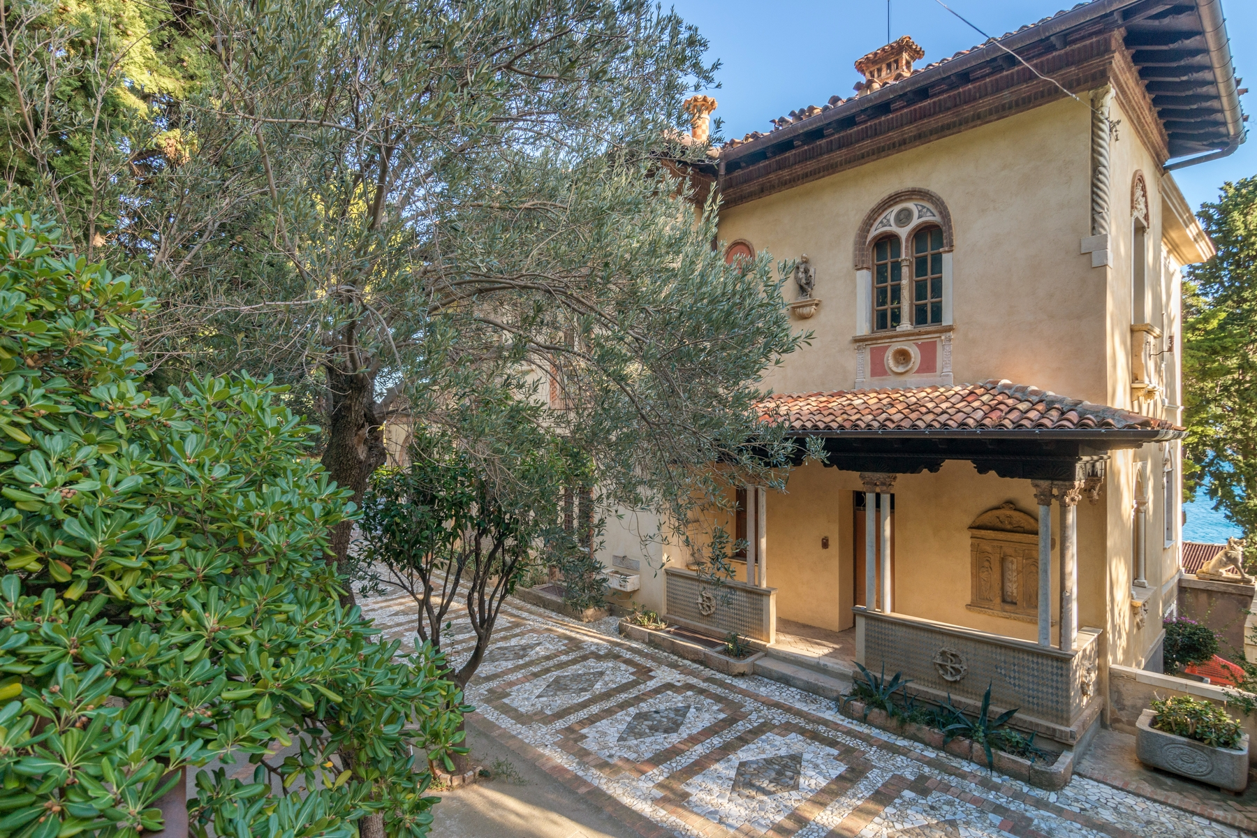 Additional photo for property listing at One-Of-A-Kind estate Pieds Dans L'Eau Alassio, Savona Italie