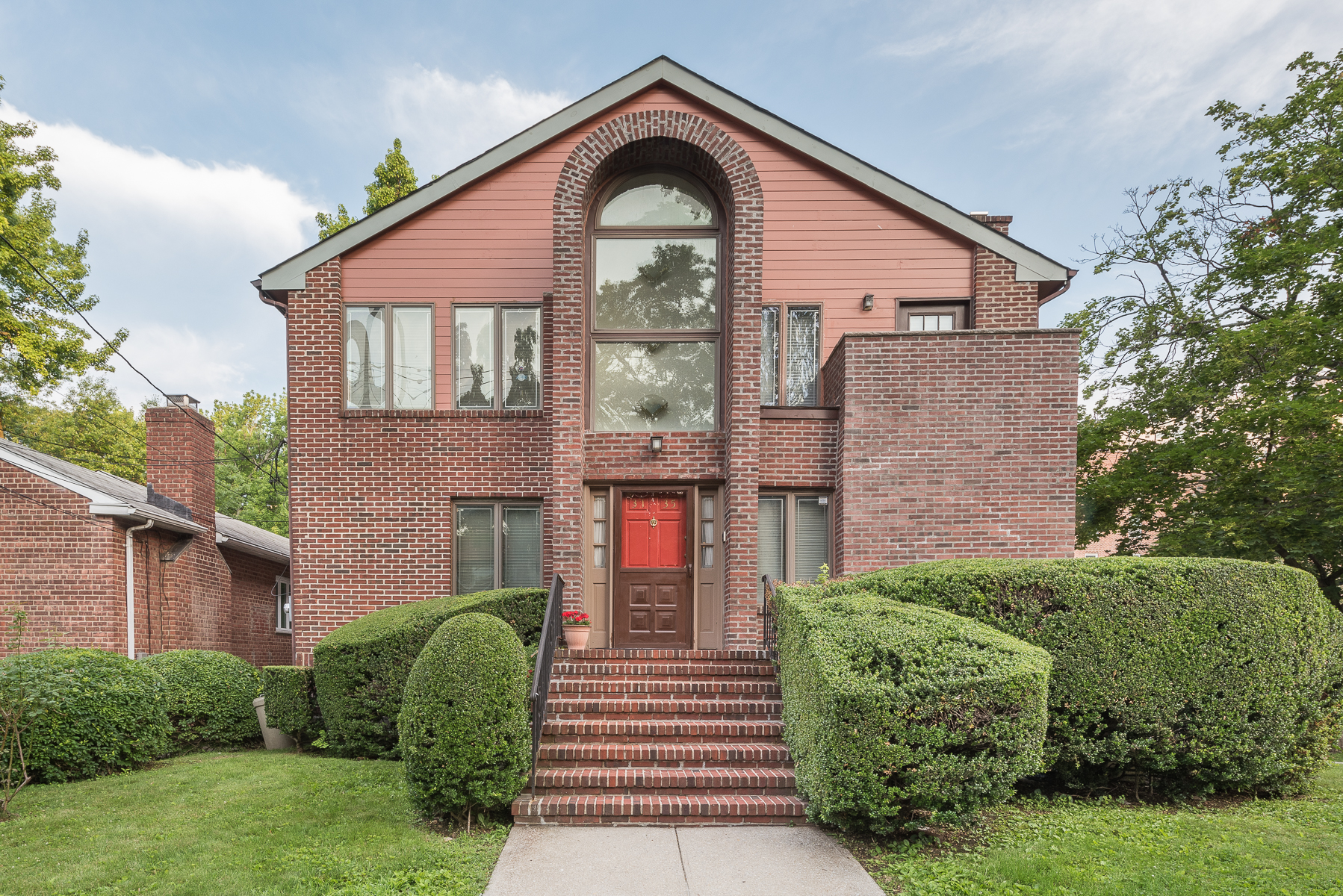 Maison unifamiliale pour l Vente à Detached Corner Brick House 3135 Arlington Avenue Riverdale, New York, 10463 États-Unis