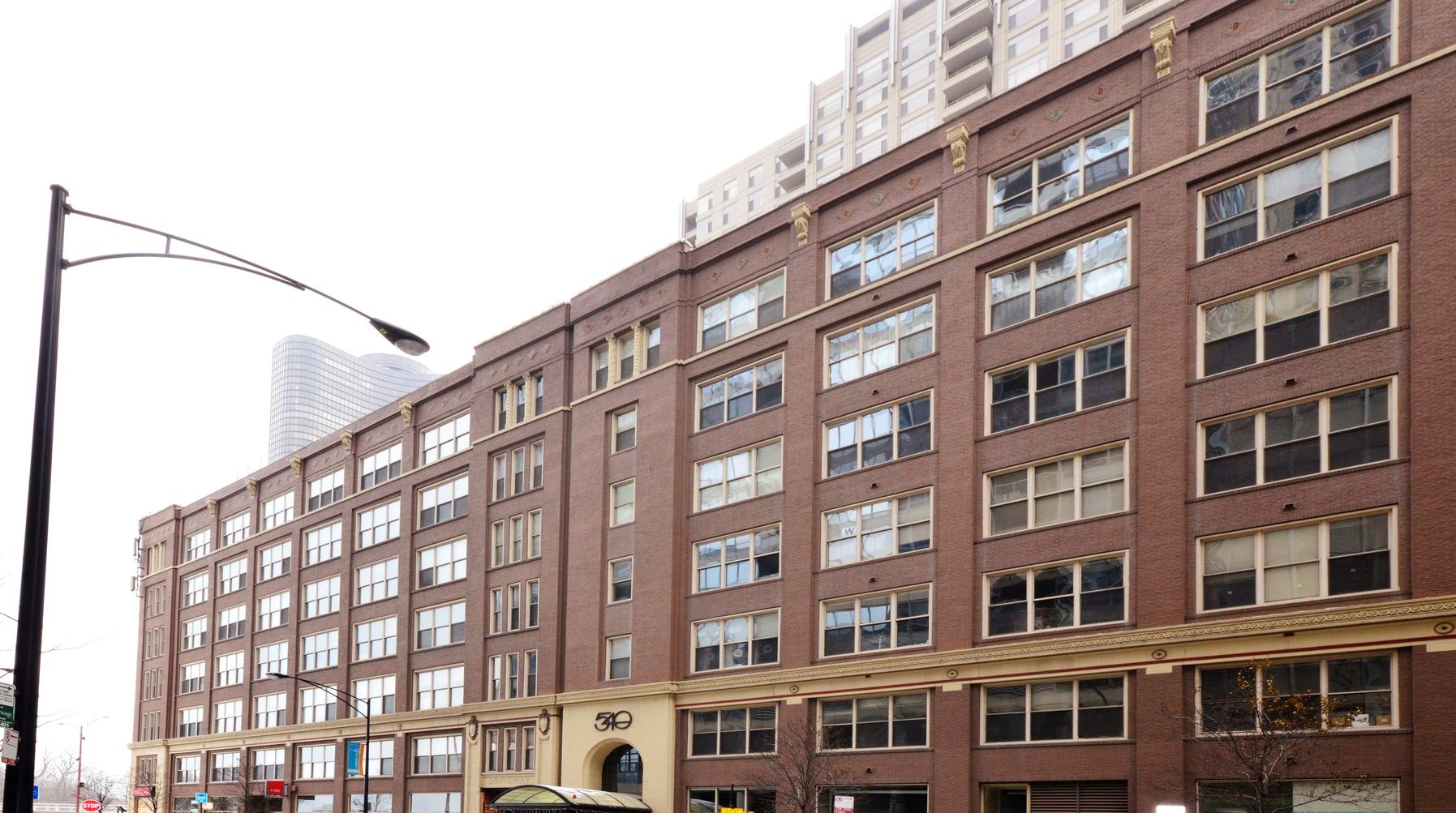 Piso por un Venta en Professionally Designed Timber Loft 540 N Lake Shore Drive Unit 310 Chicago, Illinois, 60611 Estados Unidos