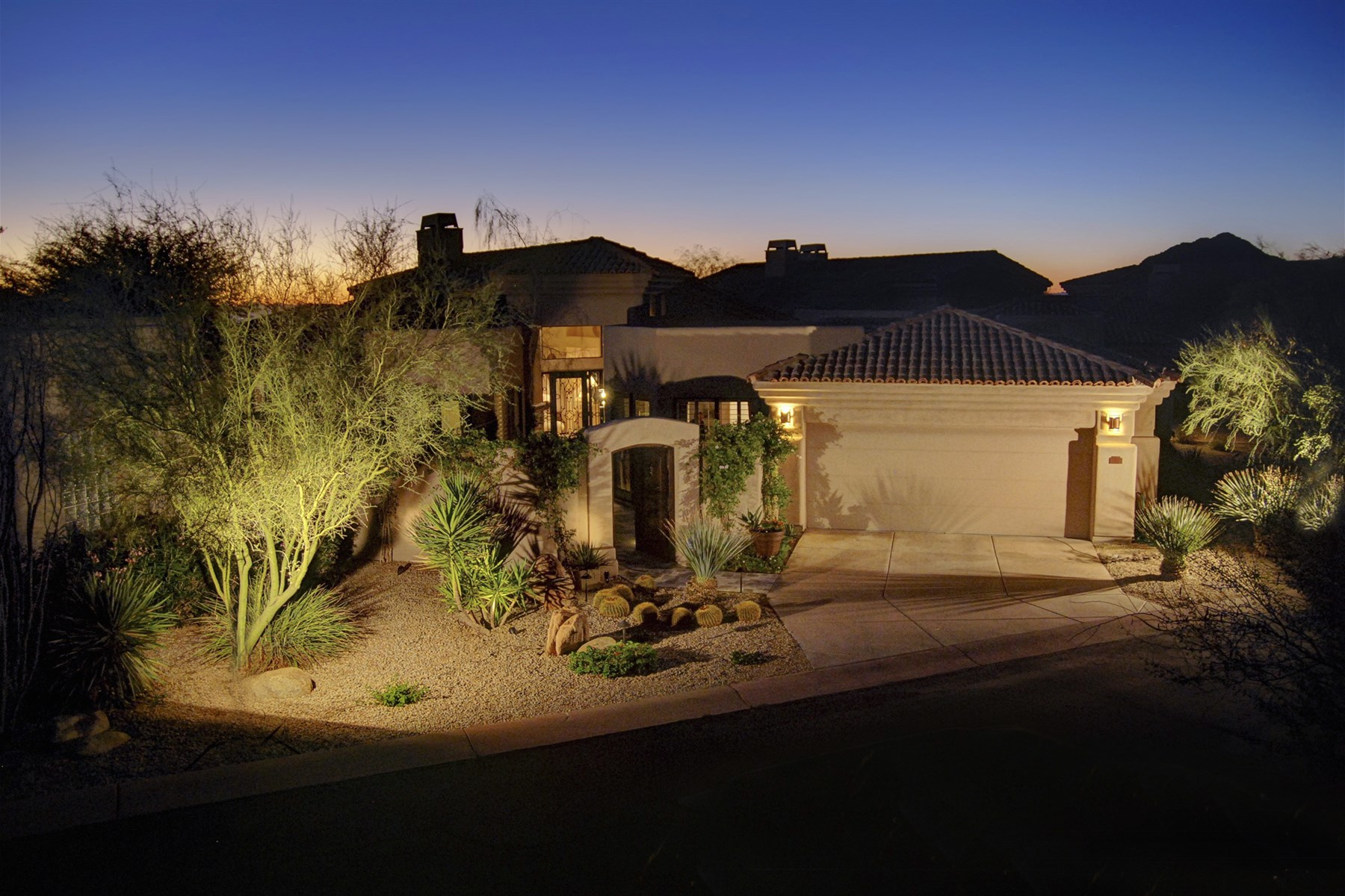 Maison unifamiliale pour l Vente à Stunning home in one of Troon's most desirable gated communities 24350 N Whispering Ridge Way 31 Scottsdale, Arizona 85255 États-Unis