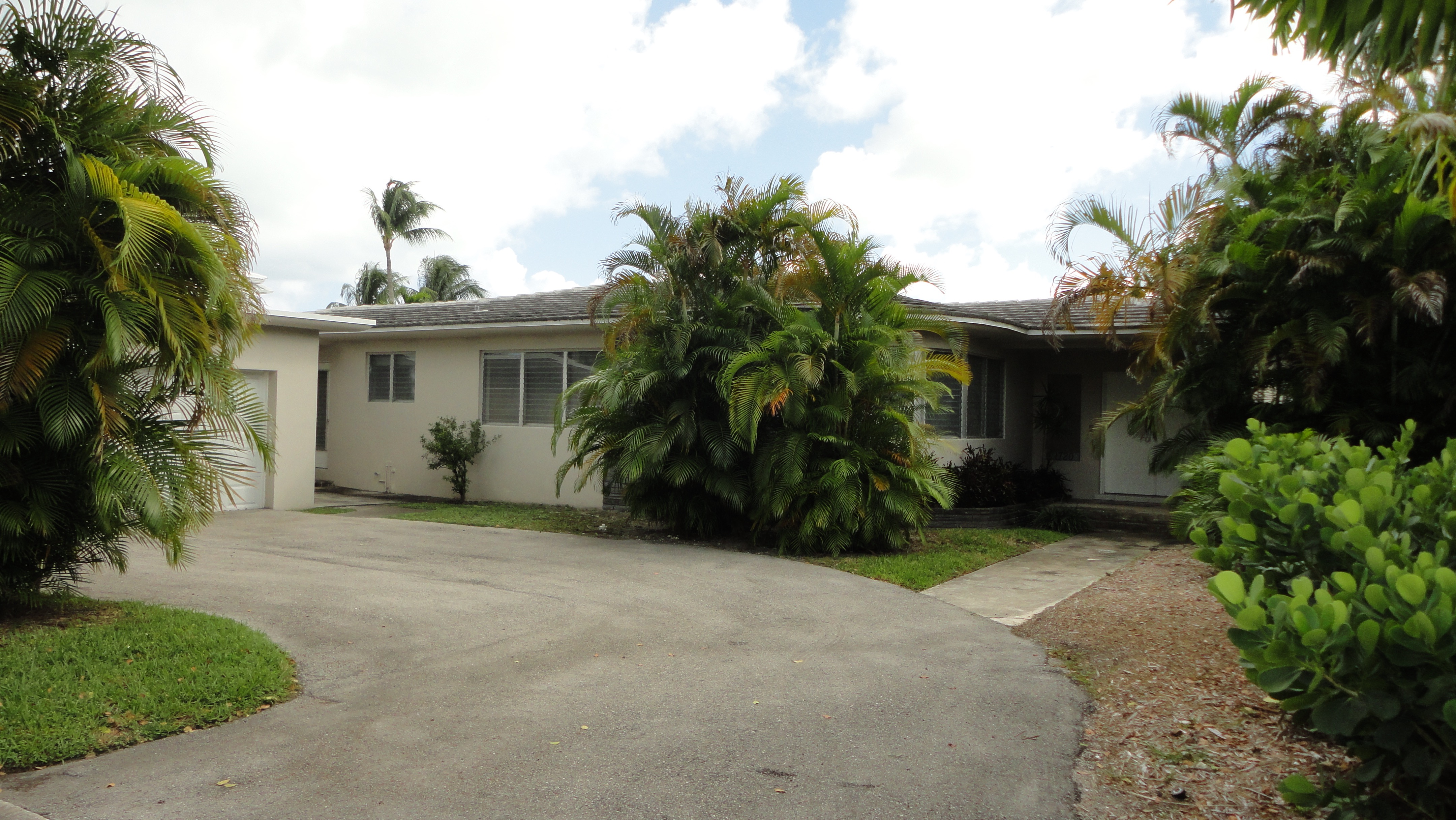 Property For Sale at 1720 Daytonia Rd