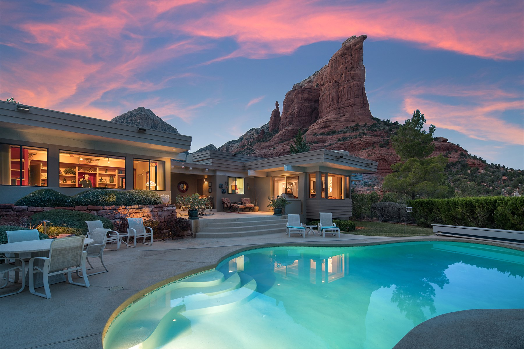 Casa para uma família para Venda às single-level Frank Lloyd Wright architecturally inspired home 240 Shadow Rock Drive Sedona, Arizona, 86336 Estados Unidos