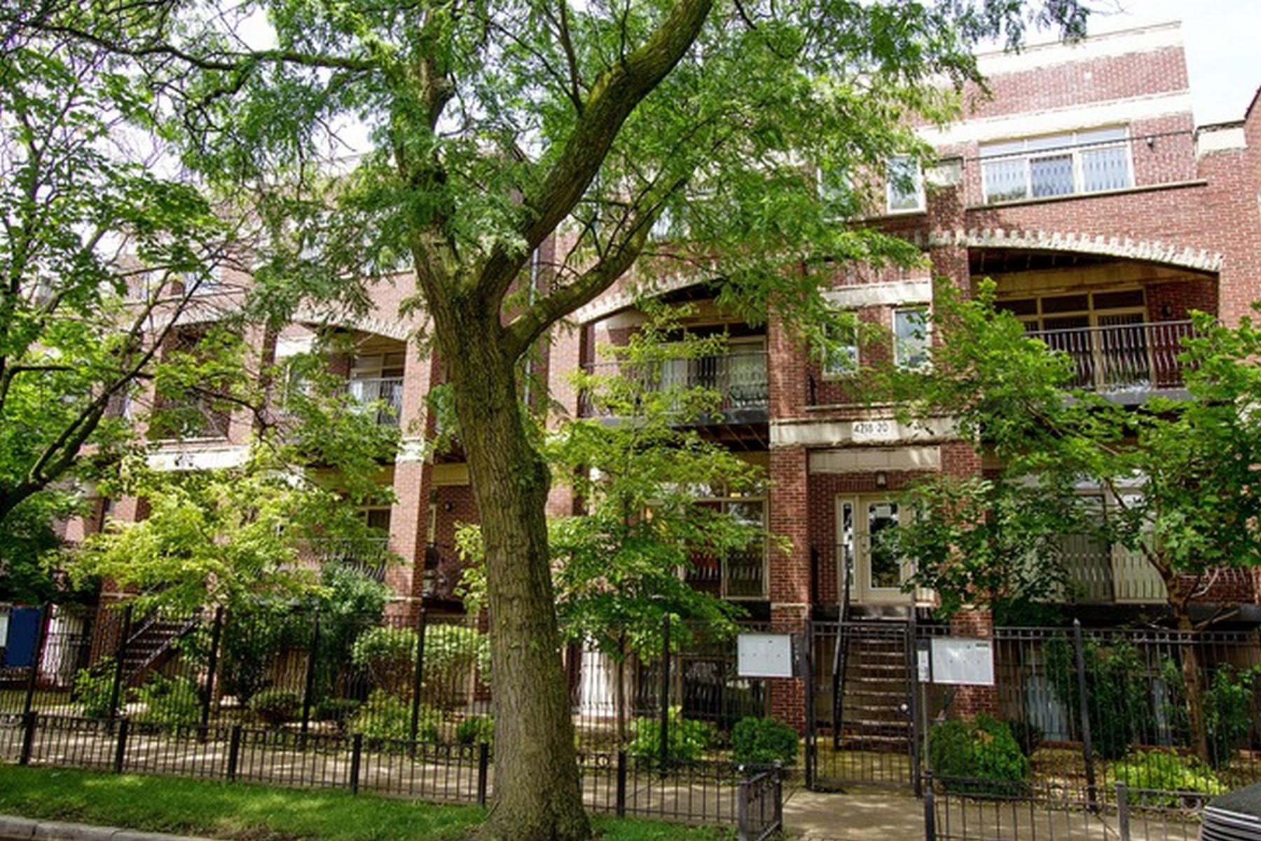 Property For Sale at Lincoln Park Sundrenched East Facing Condo