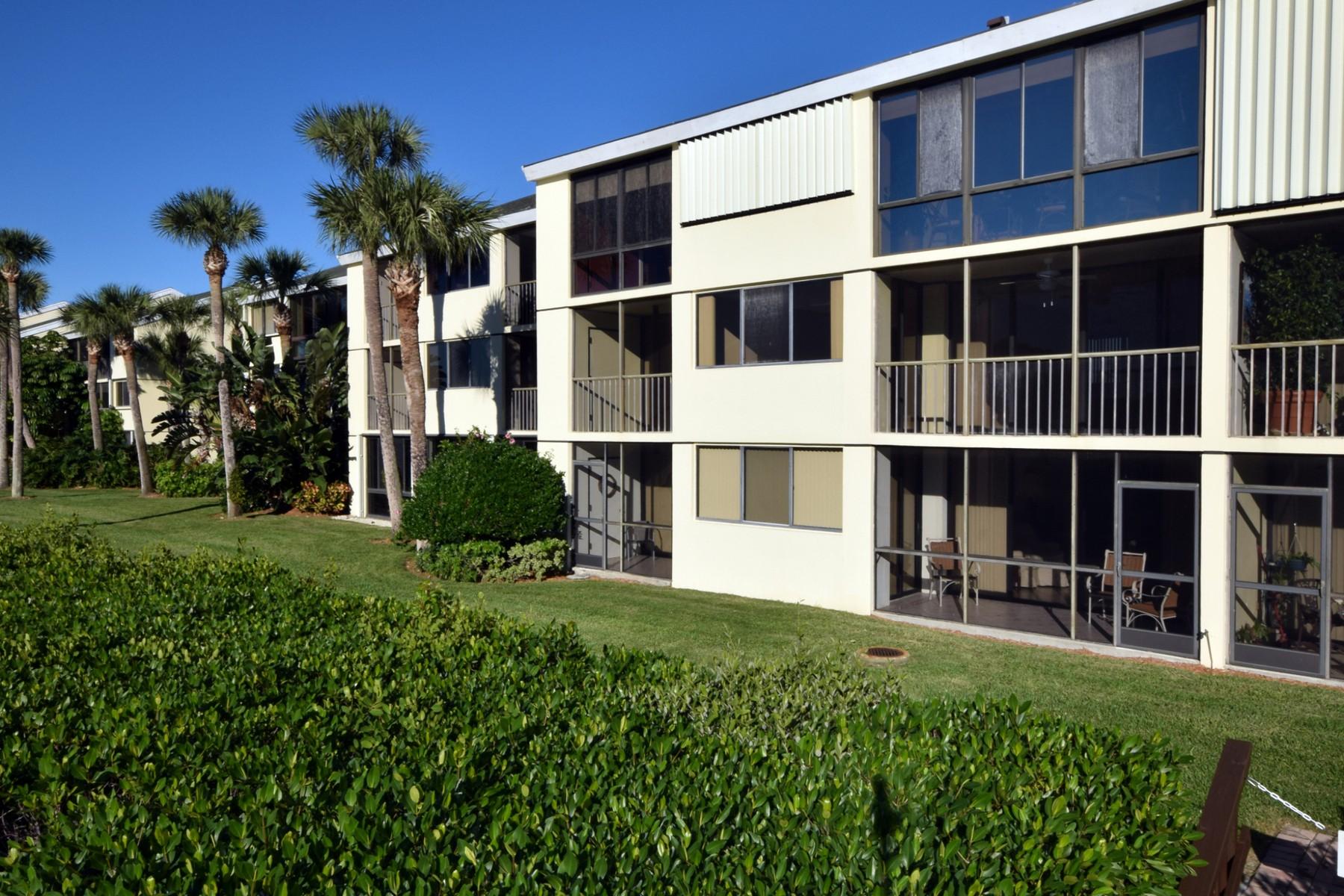Condominio per Vendita alle ore Waterfront Condo in Tarpon Island Club 1825 Tarpon Lane H 204 Vero Beach, Florida 32960 Stati Uniti