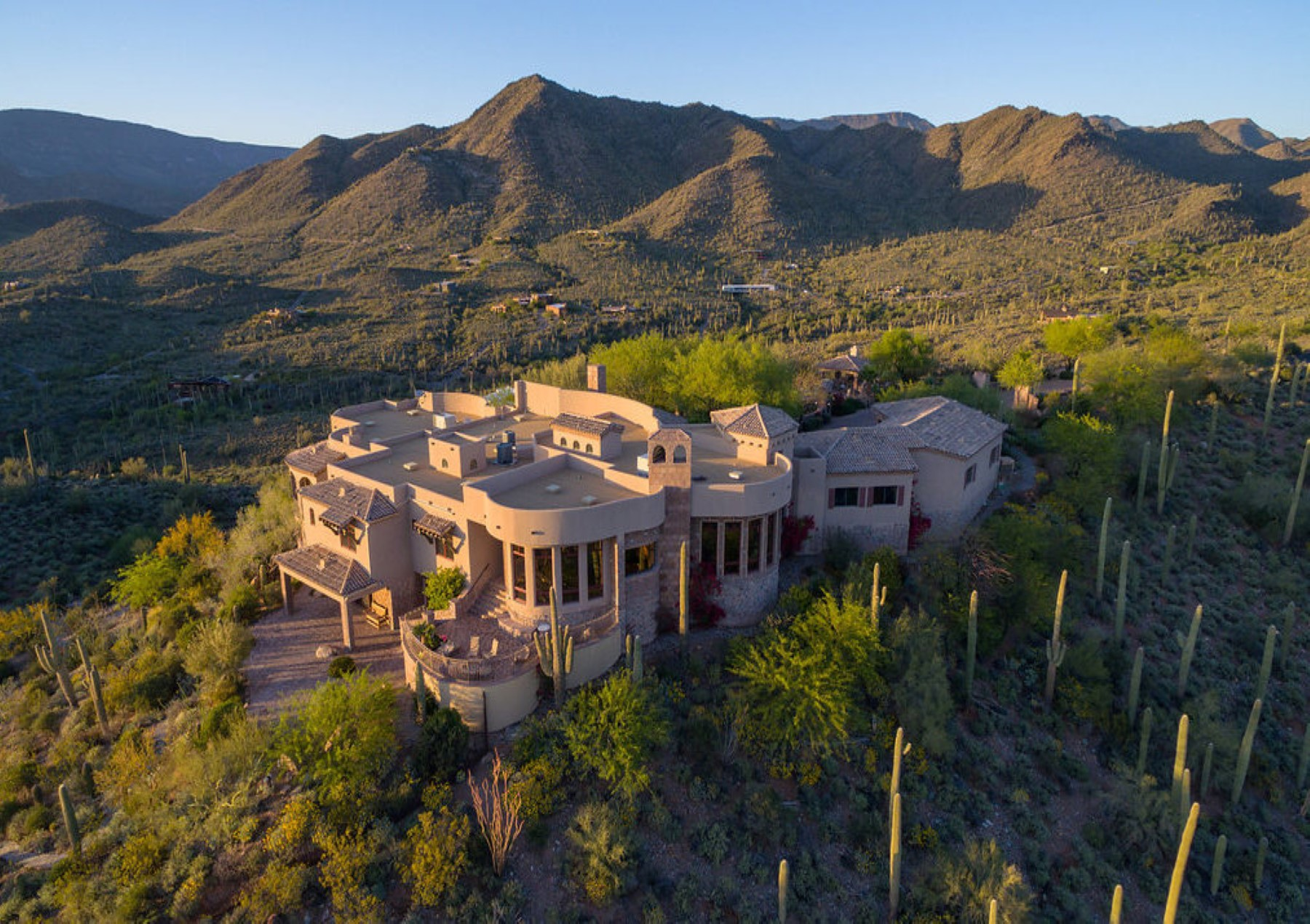 Nhà ở một gia đình vì Bán tại Phoenix area's most secluded and private gated mountaintop estate 42820 N Fleming Springs Rd Cave Creek, Arizona, 85331 Hoa Kỳ