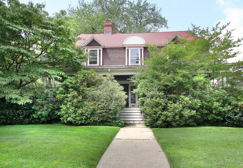 Maison unifamiliale pour l Vente à 17 Somerset Rd Newton Newton, Massachusetts 02465 États-Unis