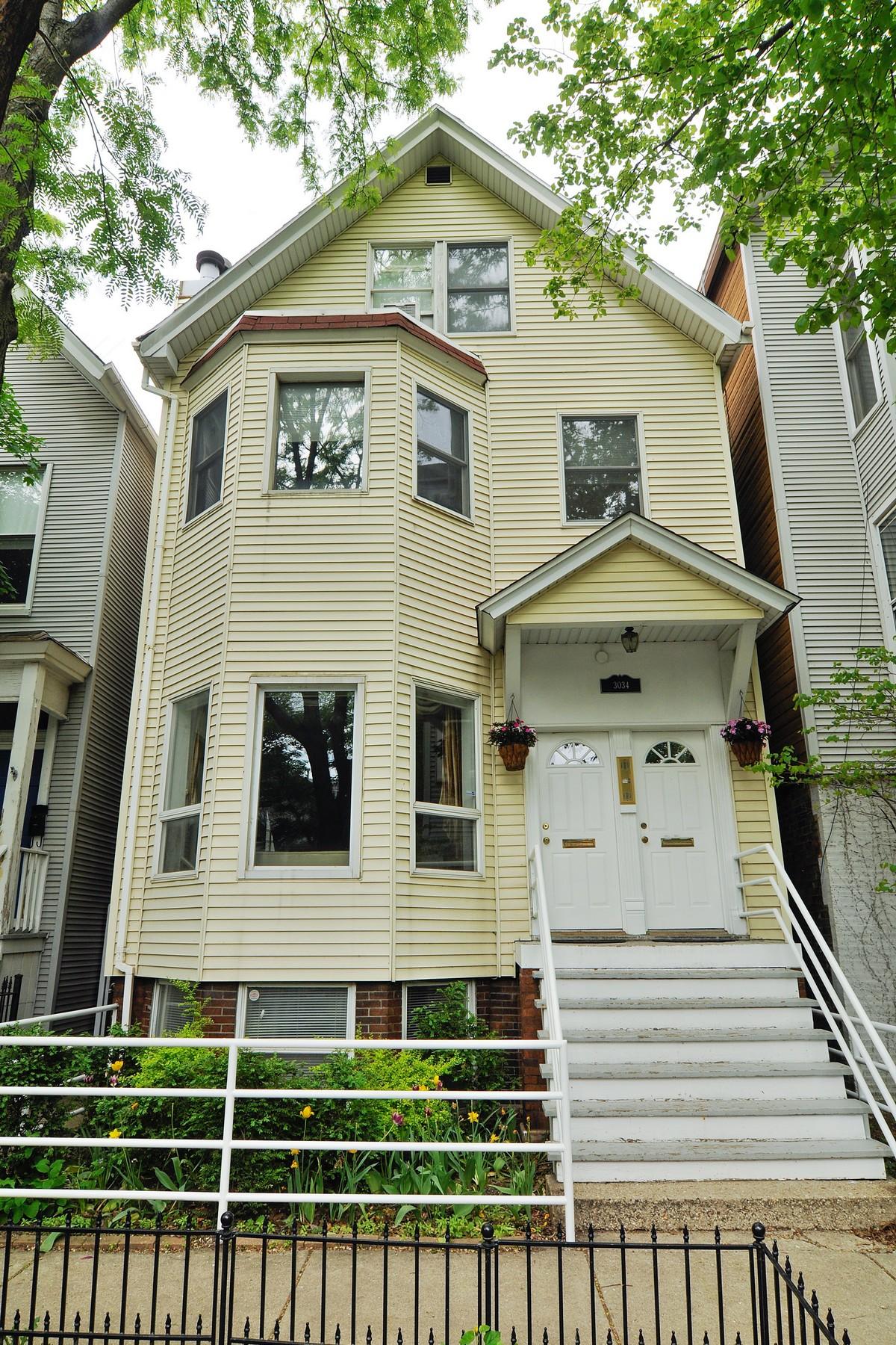 Condomínio para Venda às Newly Renovated Duplex 3034 N Seminary Avenue #1 Lakeview, Chicago, Illinois 60657 Estados Unidos