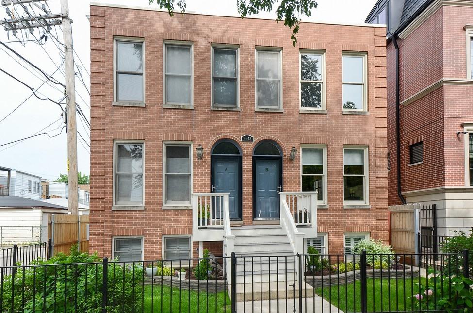 Condominio per Vendita alle ore Intimate Four Unit Building 3543 N. Bosworth Ave Unit B Lakeview, Chicago, Illinois 60657 Stati Uniti