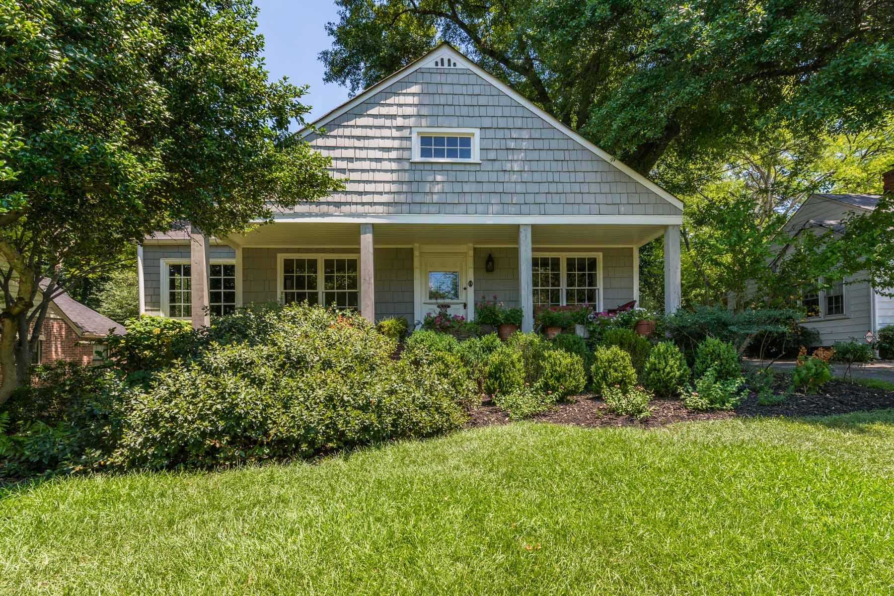 Casa Unifamiliar por un Venta en A Historic Brookwood Bungalow 19 Alden Avenue NW Brookwood, Atlanta, Georgia, 30309 Estados Unidos