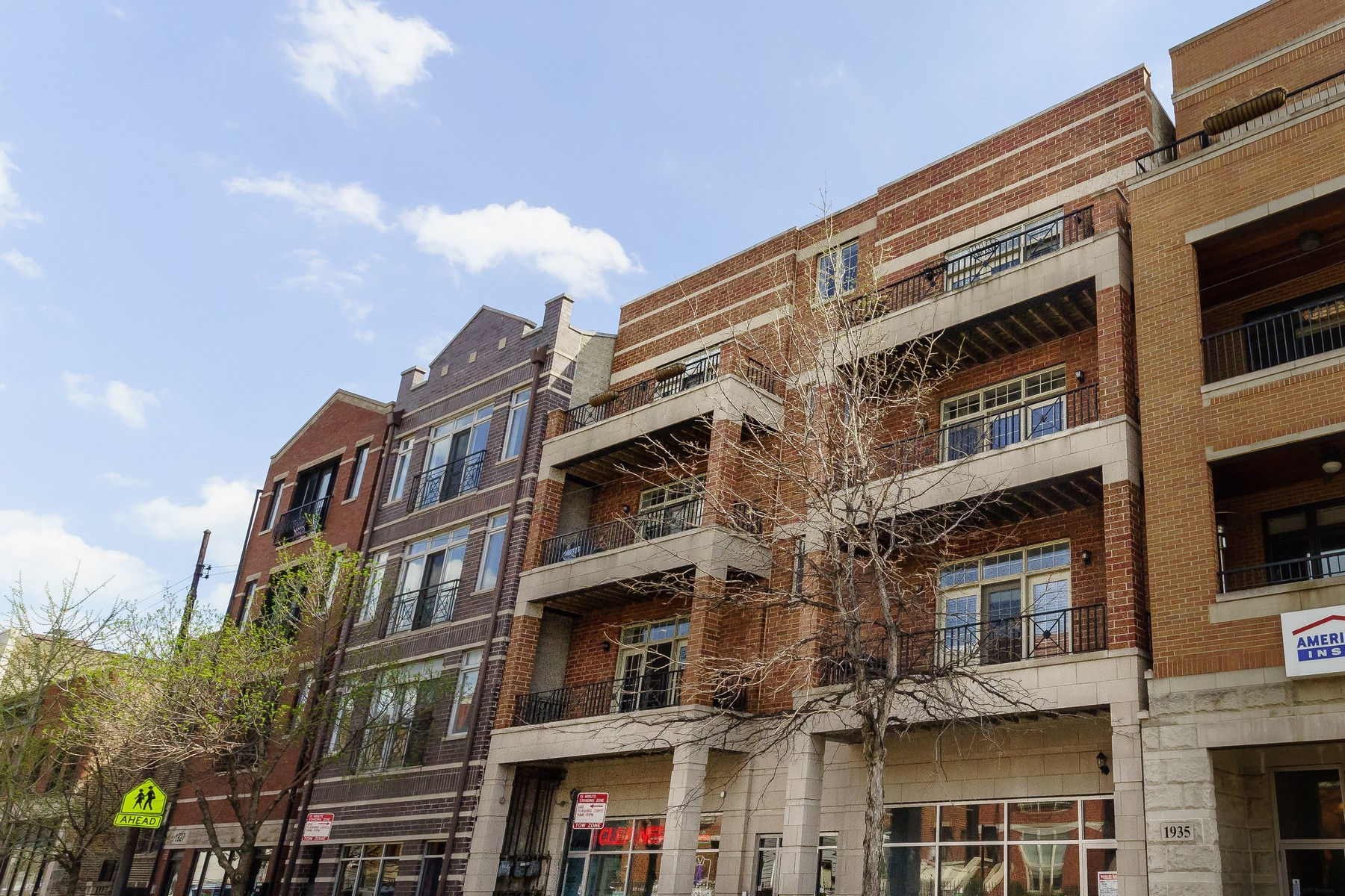 Single Family Home for Sale at Stunning Sun-Drenched Modern Condo 1931 W Belmont Avenue Unit 2E North Center, Chicago, Illinois, 60657 United States