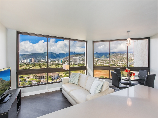 Appartement en copropriété pour l Vente à Beauty and Style in Waikiki 300 Wai Nani Way, #II-1912 Waikiki, Honolulu, Hawaii 96815 États-Unis