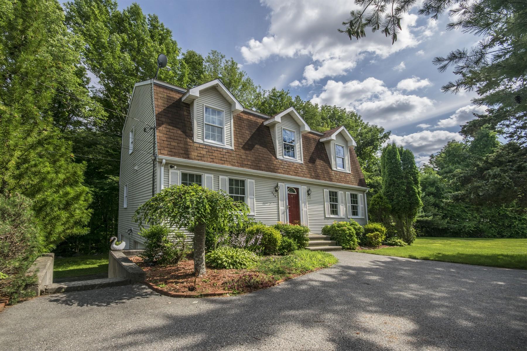 Villa per Vendita alle ore 608 Danielson Pike Scituate, Rhode Island 02857 Stati Uniti