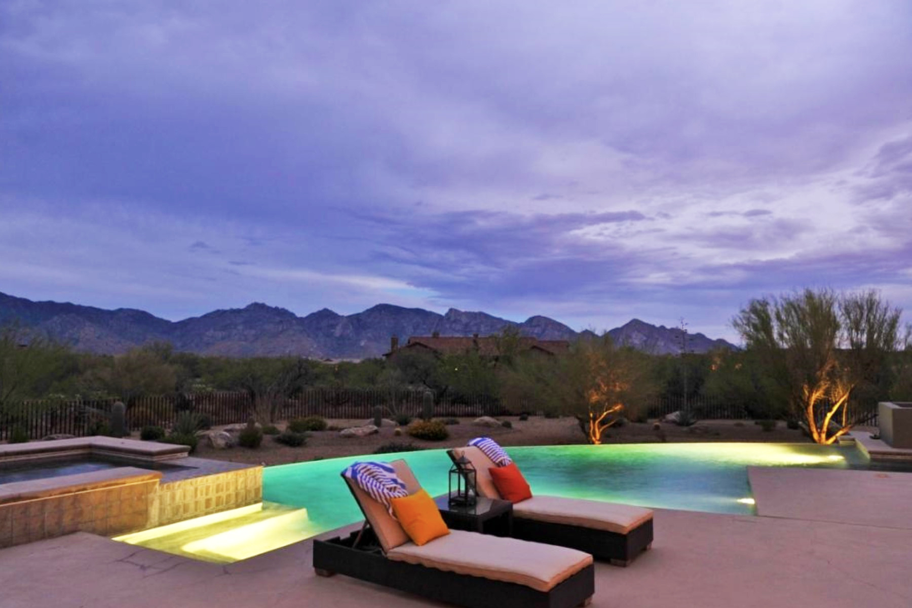 Maison unifamiliale pour l Vente à Stone Canyon Contemporary with Wide Sweeping Catalina Mountain Views 13804 N Old Sinagua Place Oro Valley, Arizona 85755 États-Unis