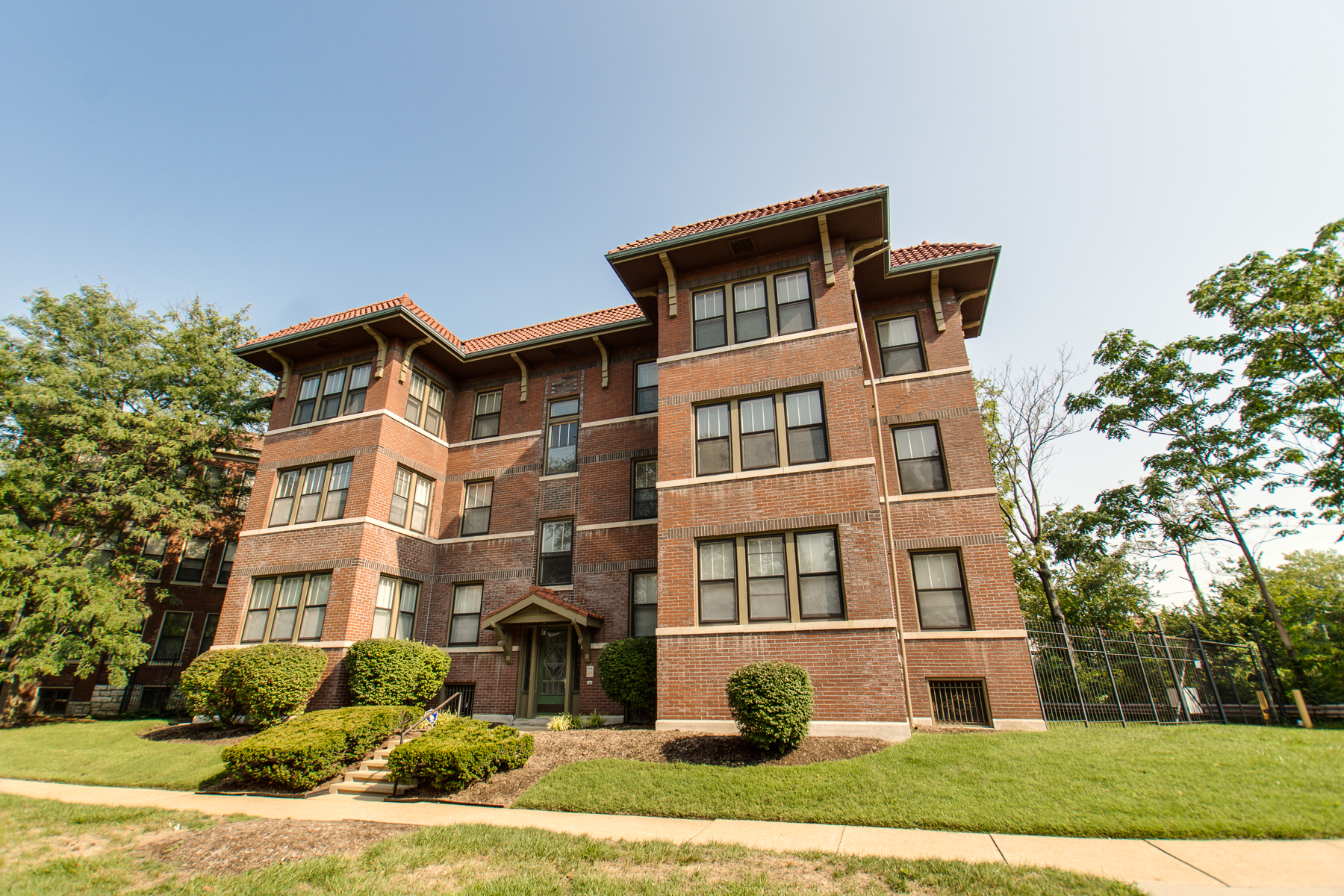 Condominium for Sale at Waterman Blvd 5803 Waterman Blvd #2E St. Louis, Missouri 63112 United States