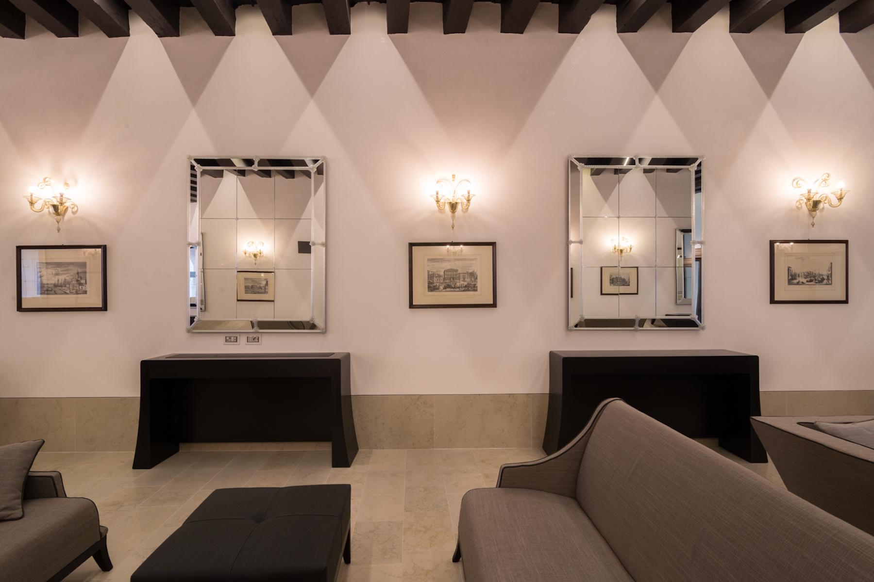Additional photo for property listing at Lombardo Piano Nobile Palazzo Molin del Cuoridoro San Marco Venice Venice, Venice 30124 Italia