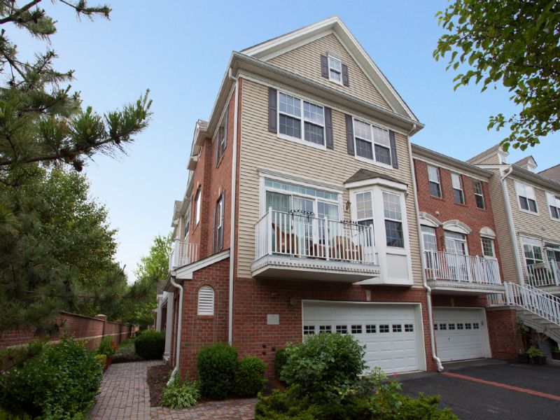 Property For Sale at Droyers Point Oxford Model Unit