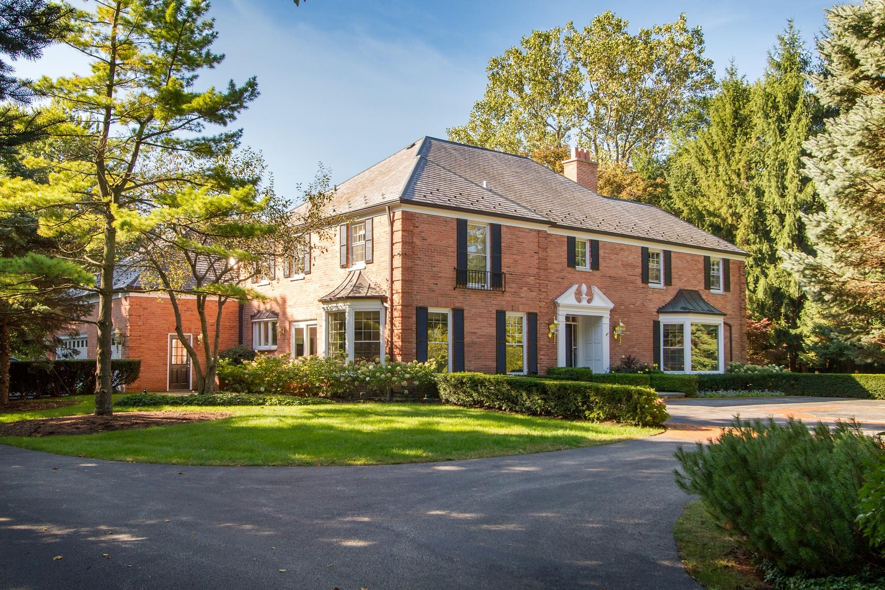 Villa per Vendita alle ore Gracious Georgian Home 289 E Foster Place Lake Forest, Illinois 60045 Stati Uniti