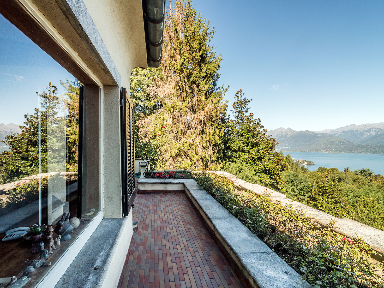 Additional photo for property listing at Lakefront villa with views of the Borromee Islands Stresa Stresa, Verbano Cusio Ossola 28838 Italien