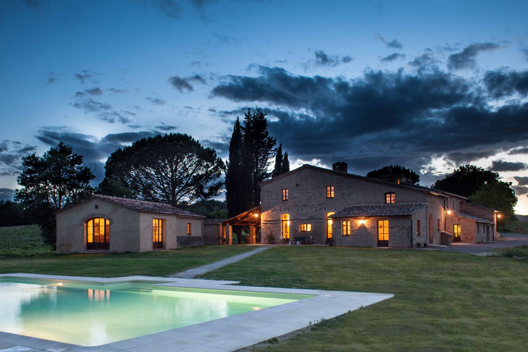 Additional photo for property listing at Stunning Villa in Val D'Orcia Buonconvento Siena, Siena 53022 Italie