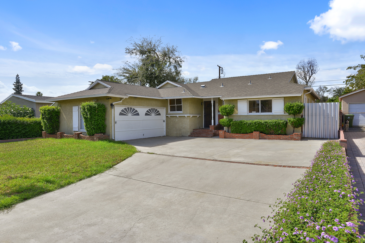 Single Family Home for Sale at 9813 Marklein Avenue North Hills, California 91343 United States