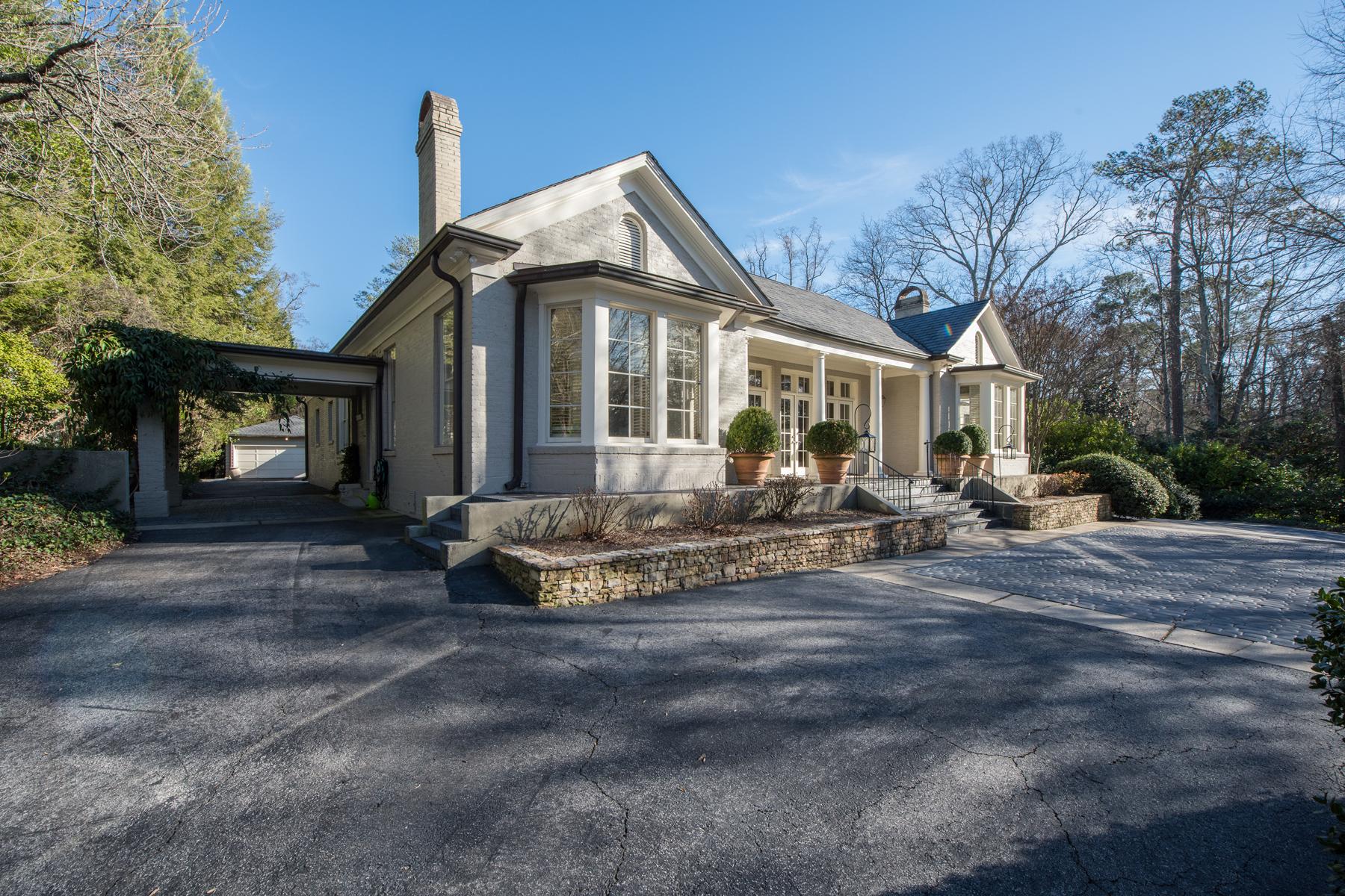 Maison unifamiliale pour l Vente à Elegant One Story Living In Buckhead 2817 Habersham Road Buckhead, Atlanta, Georgia, 30305 États-Unis