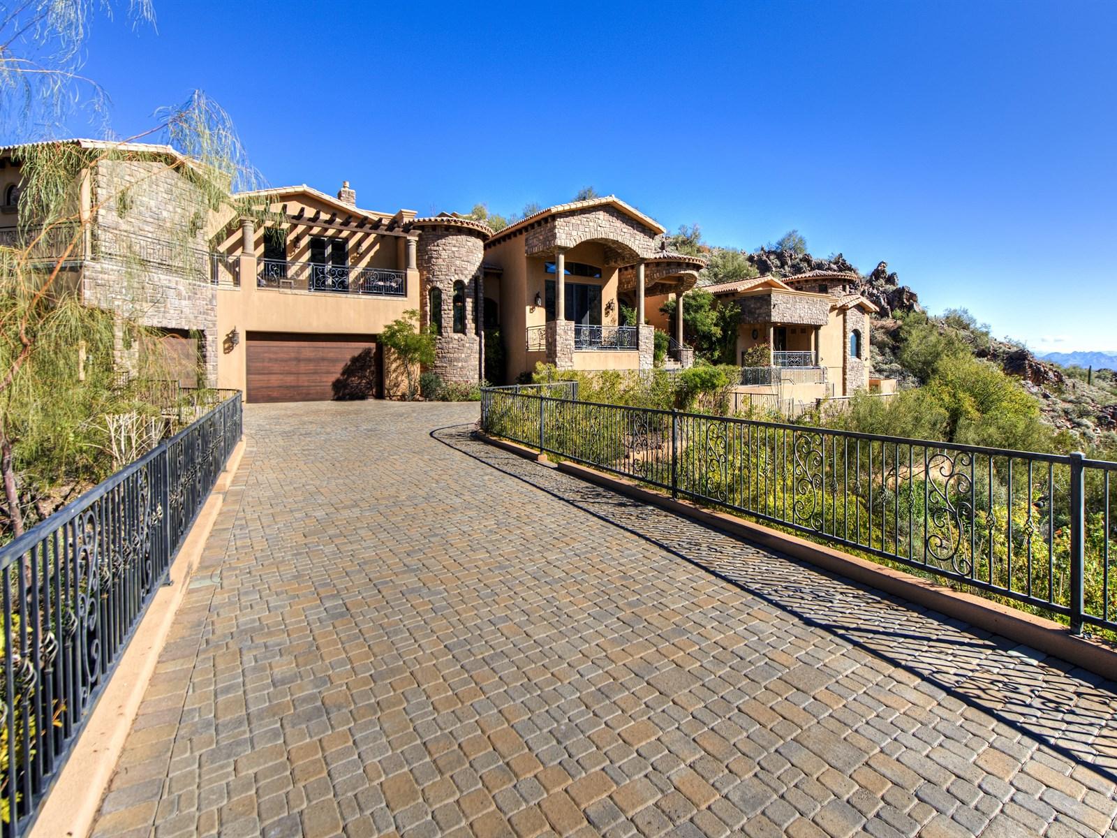 Maison unifamiliale pour l Vente à Magnificent Resort Style Living 14610 E Shadow Canyon Dr Fountain Hills, Arizona 85268 États-Unis