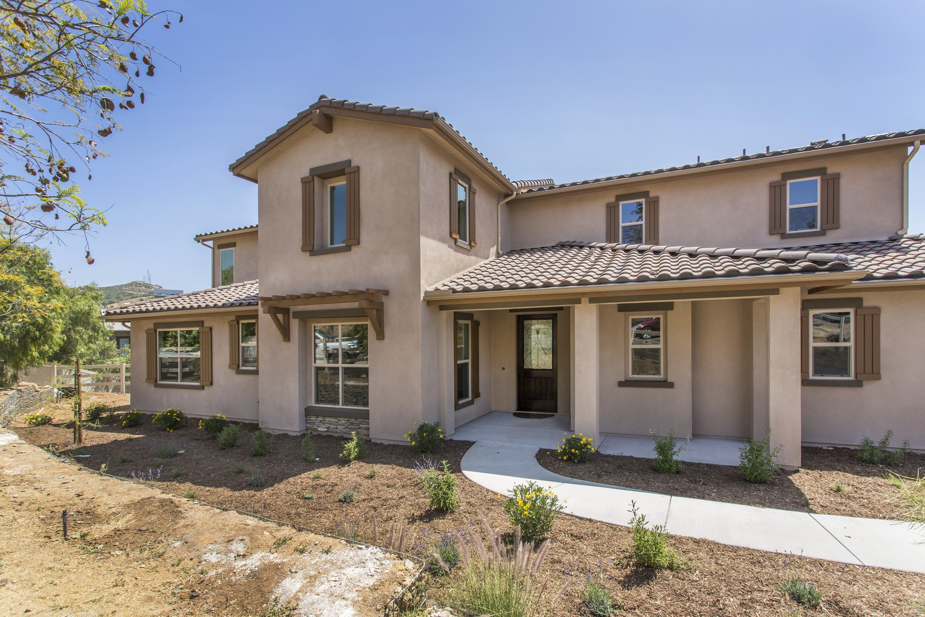 Additional photo for property listing at 2071 Ingamac Way  El Cajon, Californie 92019 États-Unis