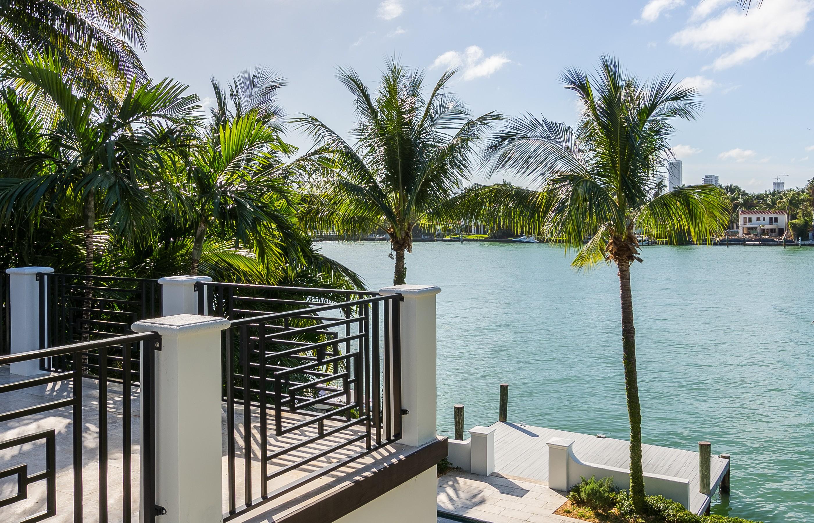 Nhà ở một gia đình vì Bán tại 510 W Dilido Dr. Miami Beach, Florida 33139 Hoa Kỳ
