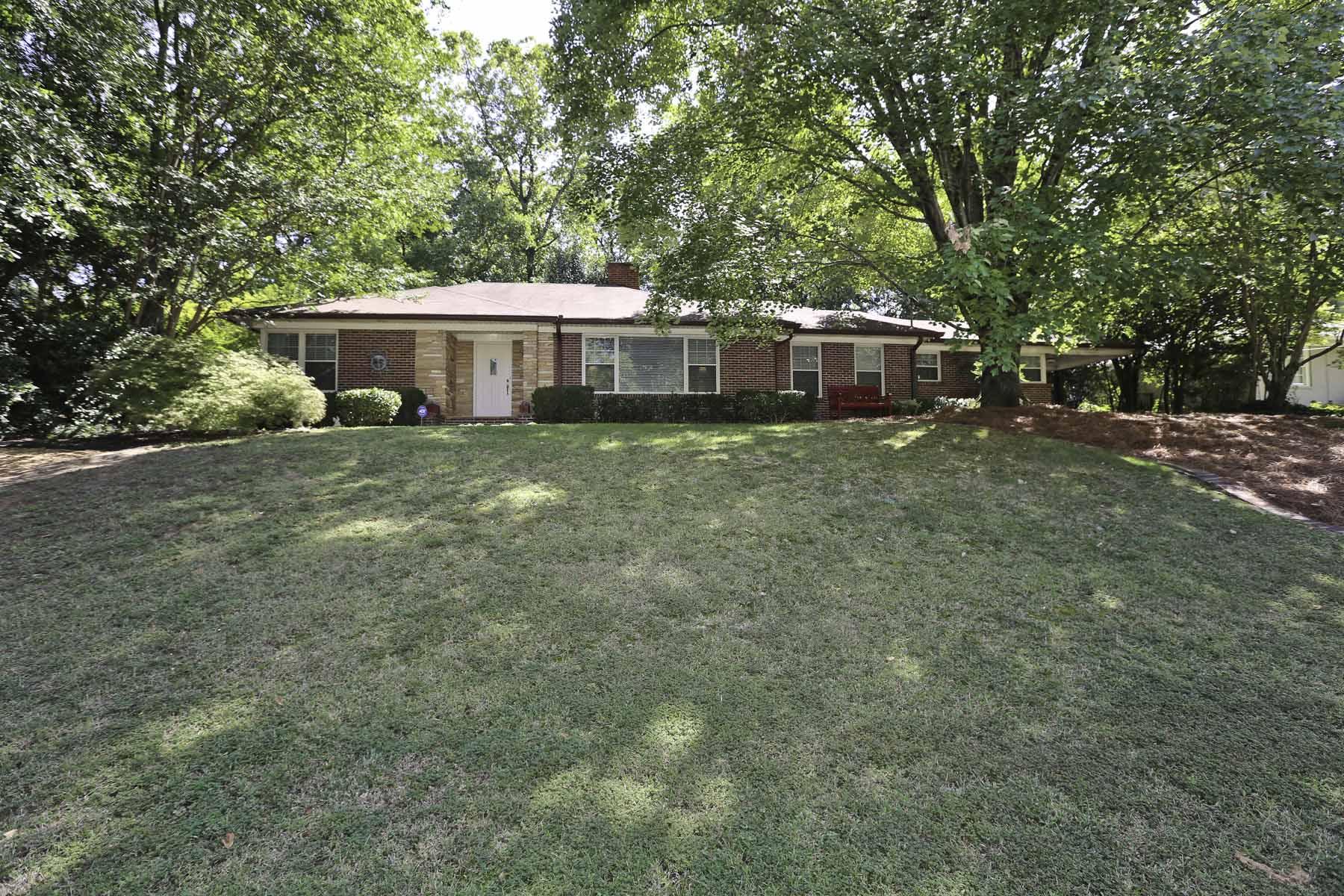 Vivienda unifamiliar por un Venta en Stunning Private Sherwood Home 1631 Doncaster Drive Sherwood Forest, Atlanta, Georgia, 30309 Estados Unidos