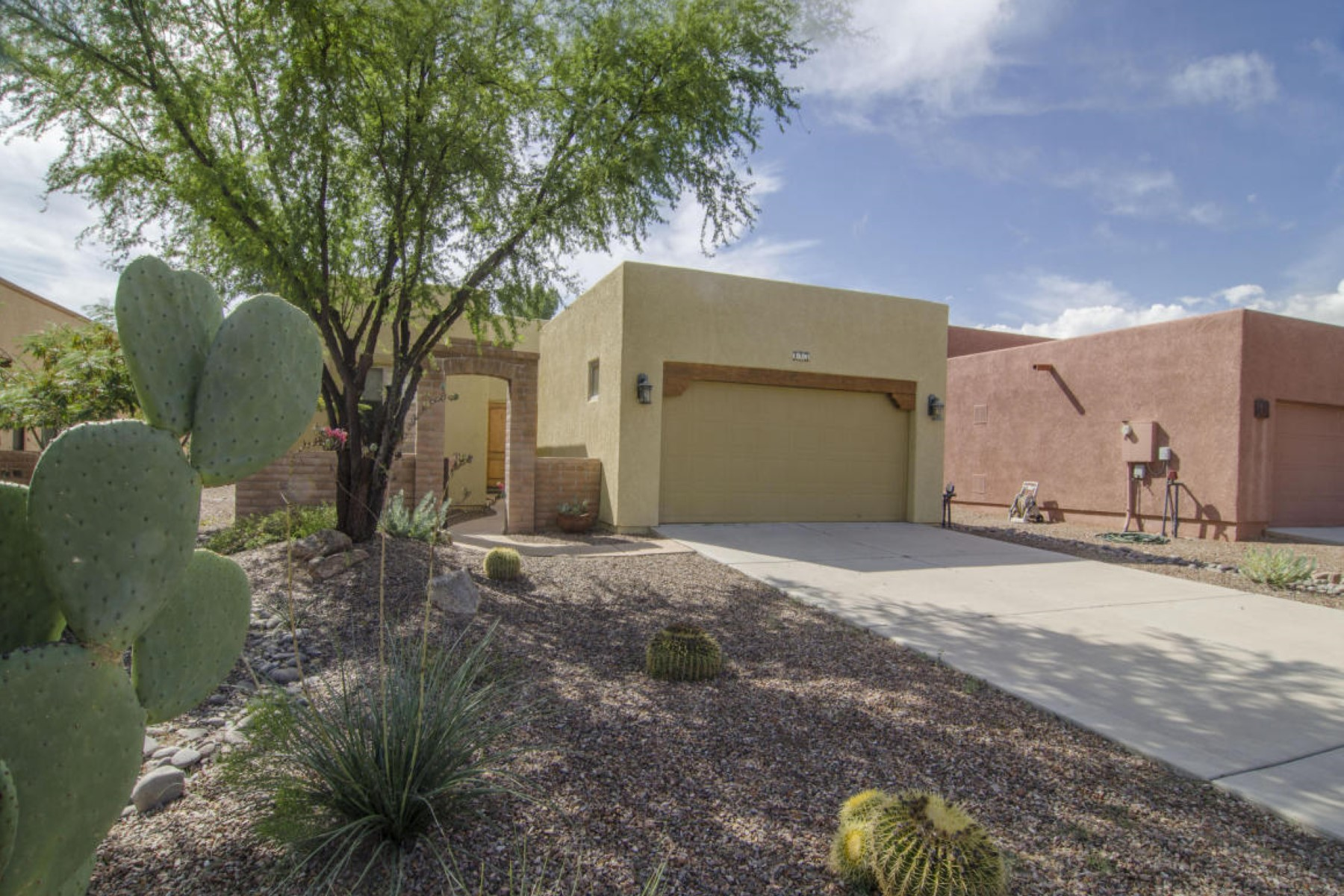 Single Family Home for Sale at Spacious Tubac Home 123 Avenida Urrutia Tubac, Arizona, 85646 United States