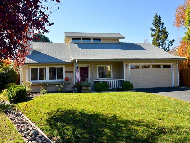 Moradia para Venda às Cherry Meadows 185 Julie Lane Templeton, Califórnia 93465 Estados Unidos