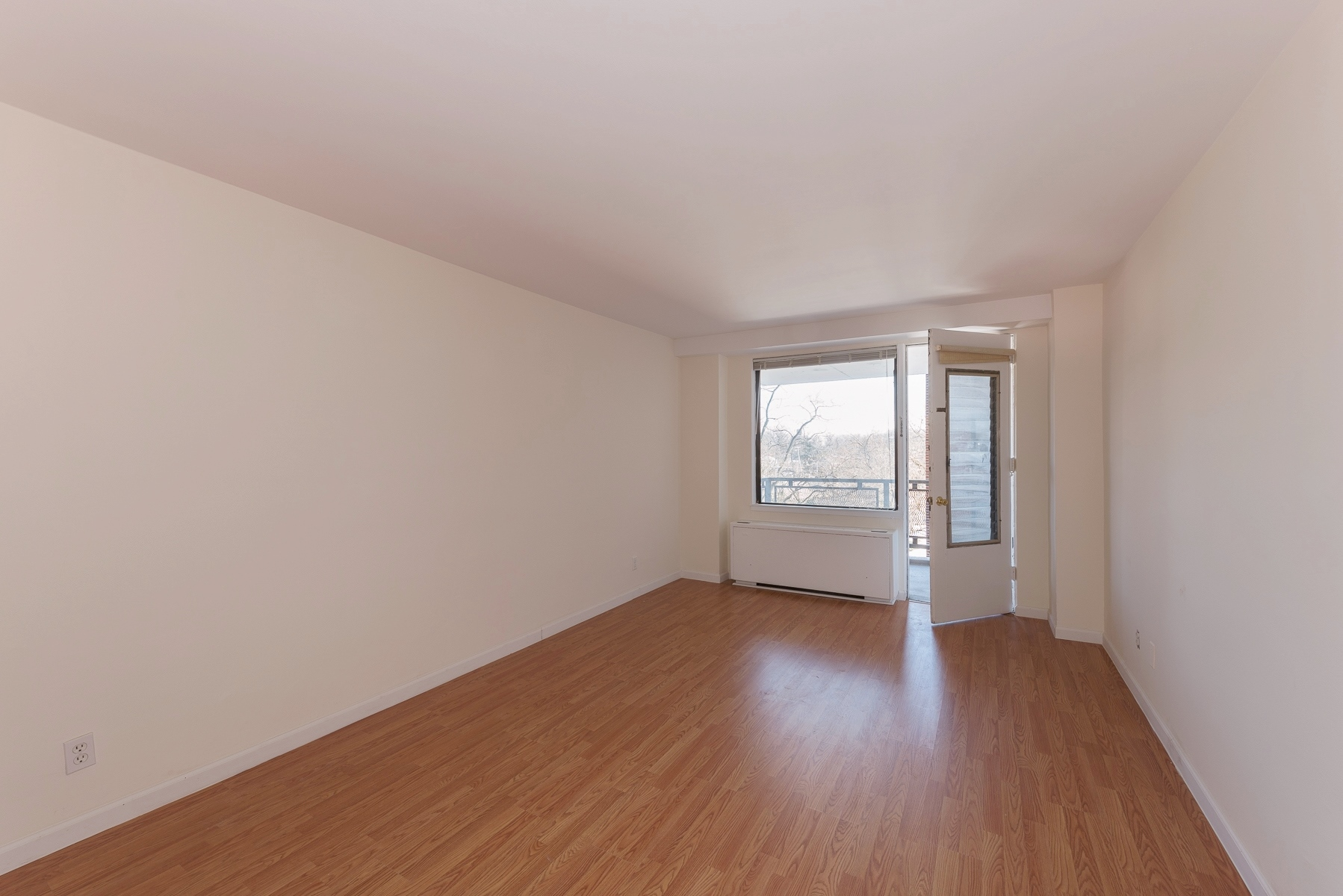 Co-op for Rent at Large 1 BR with Terrace 4705 Henry Hudson Parkway 5F Riverdale, New York 10463 United States