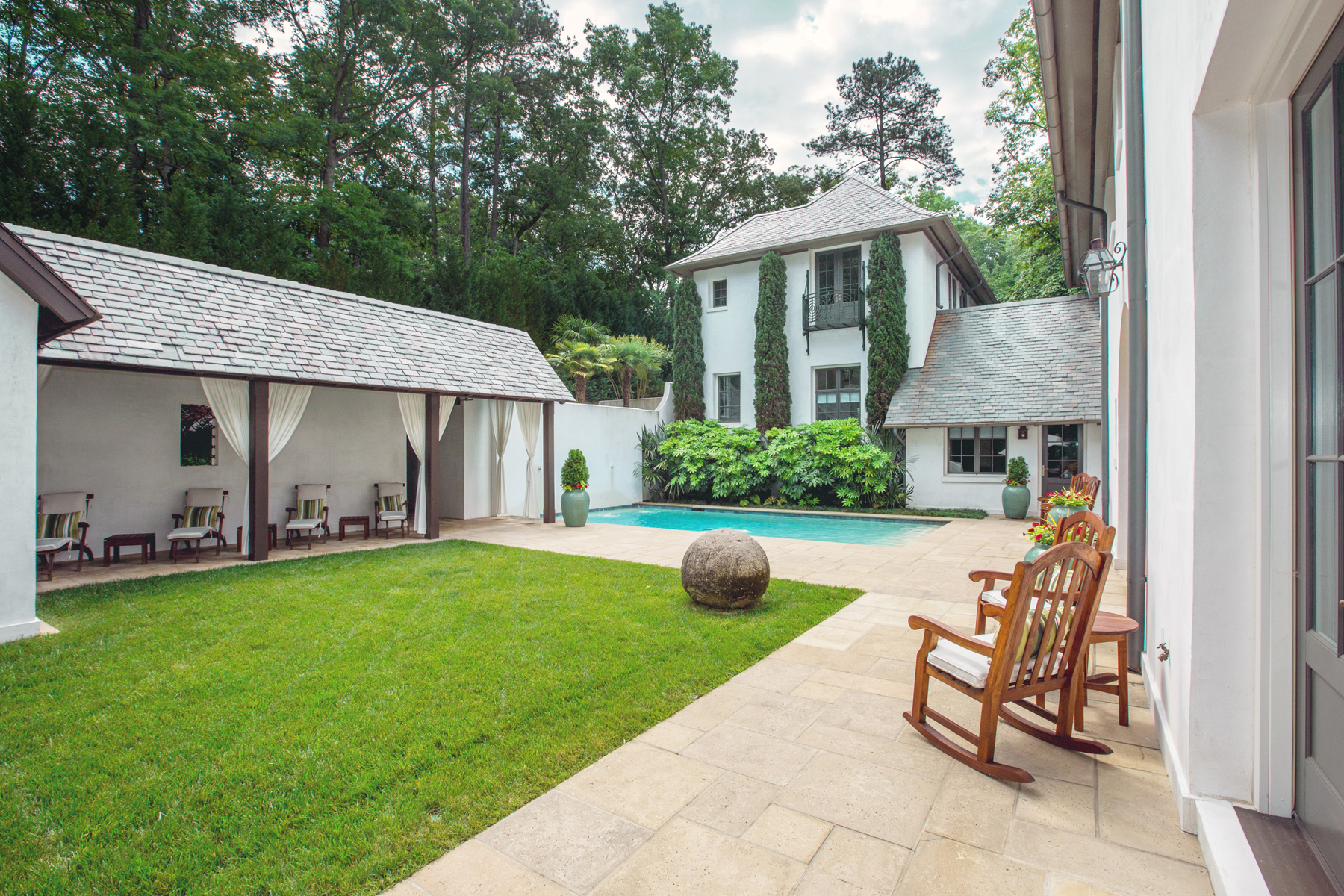 Additional photo for property listing at Captivating European Private Gated Estate 5229 Riverview Road NW Atlanta, Georgia 30327 États-Unis