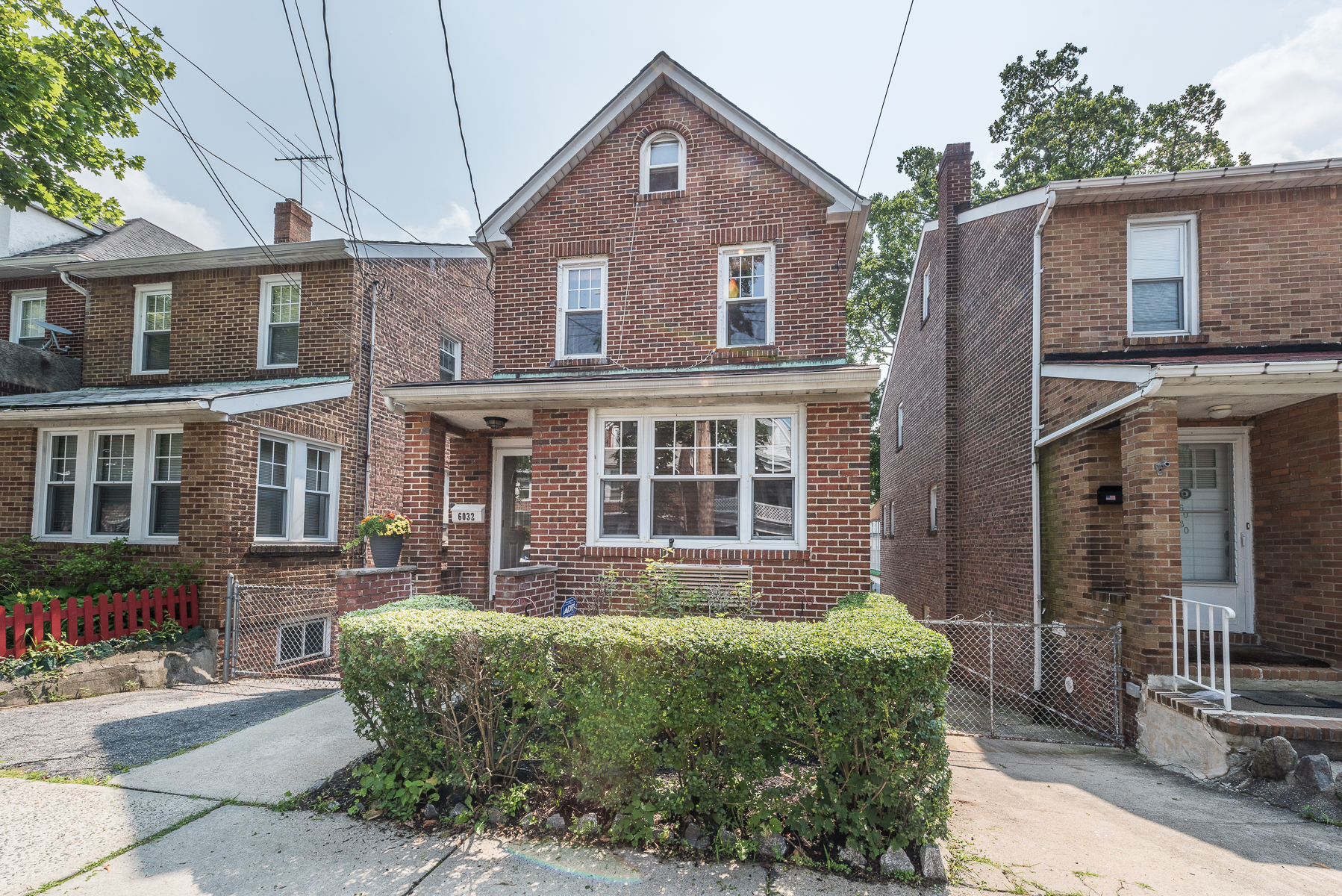 Maison unifamiliale pour l Vente à Charming, Detached Brick Home 6032 Liebig Avenue Riverdale, New York 10471 États-Unis