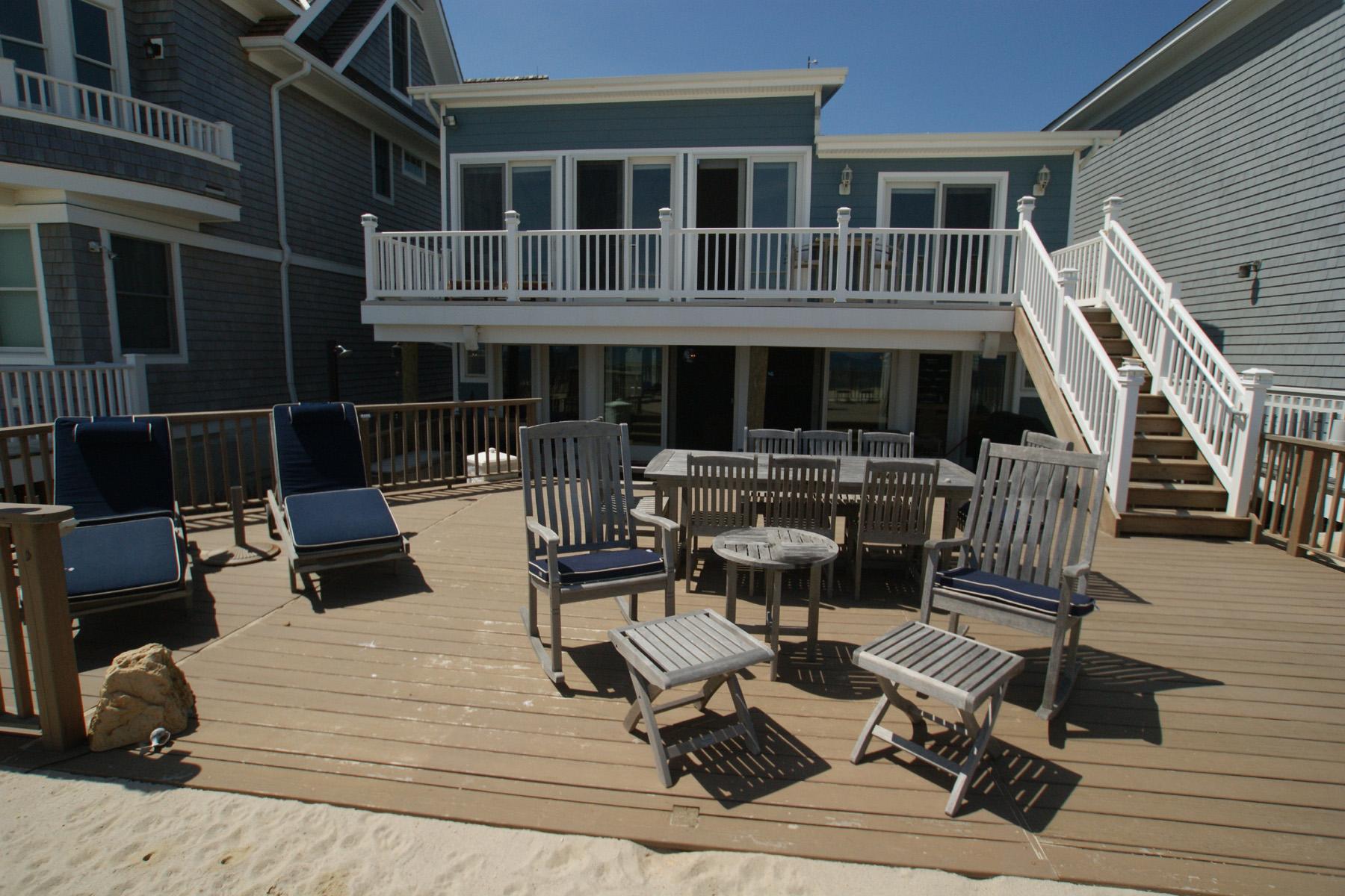 独户住宅 为 销售 在 Gorgeous Oceanfront Home 3632 Ocean Terrace 诺曼底海滩, 新泽西州, 08739 美国