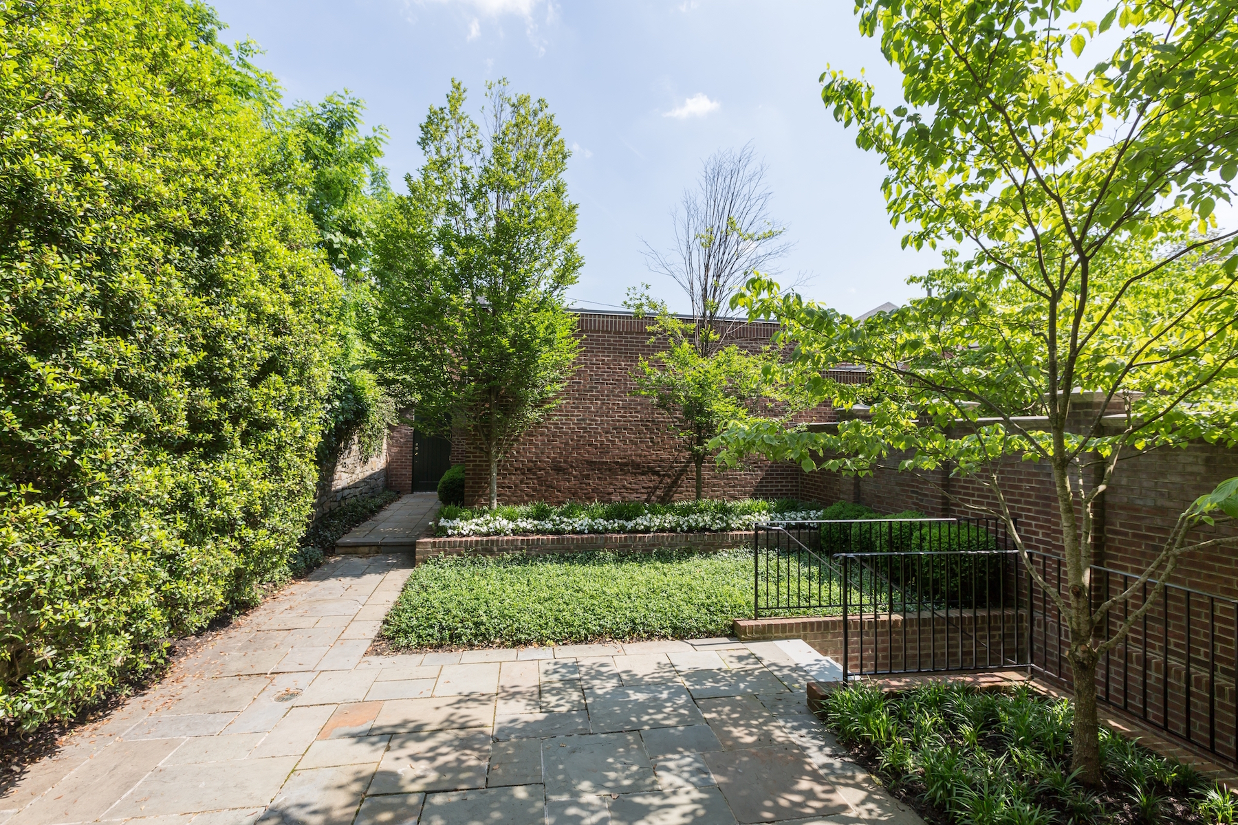 Additional photo for property listing at Woodley Park 2735 Cathedral Avenue Nw Washington, District Of Columbia 20008 Verenigde Staten