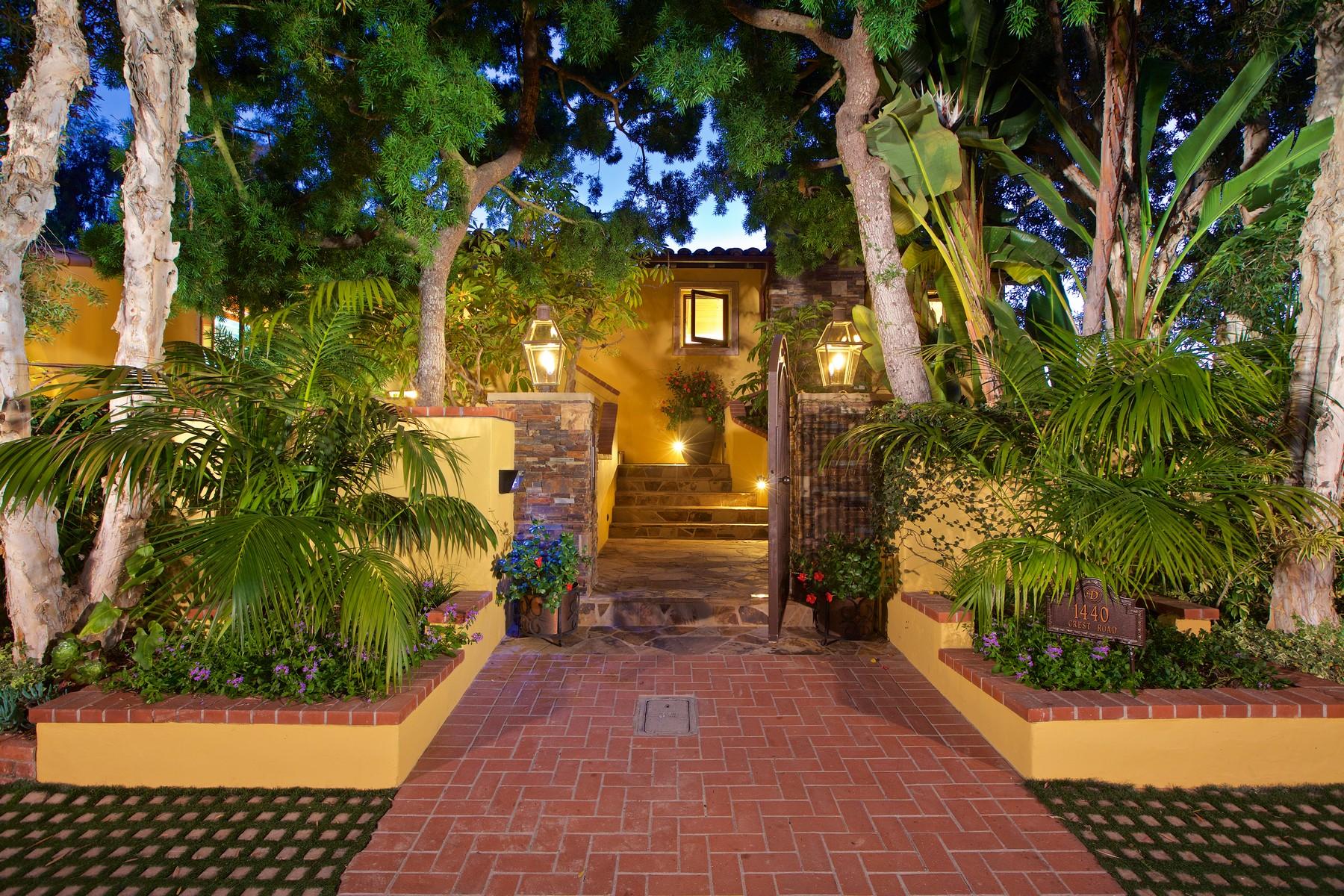 Nhà ở một gia đình vì Bán tại 1440 Crest Road Del Mar, California 92014 Hoa Kỳ