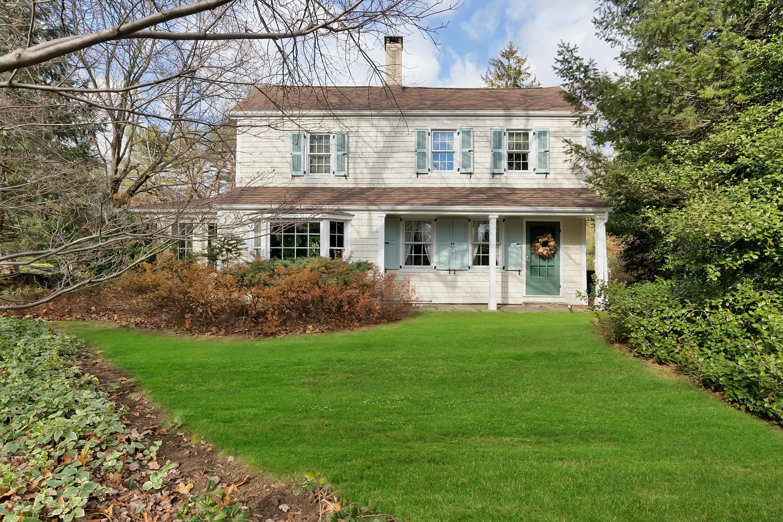 Casa para uma família para Venda às Timeless Appeal 48 Clover Hill Lane Colts Neck, Nova Jersey, 07722 Estados Unidos