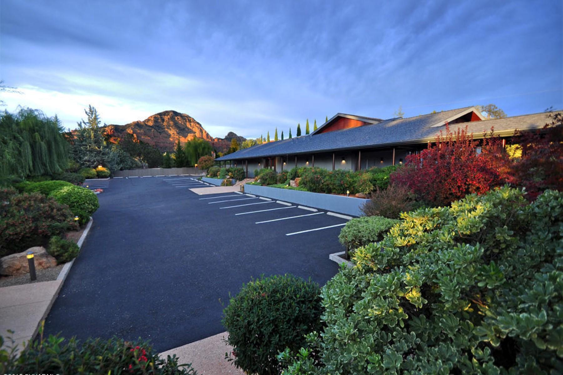 独户住宅 为 销售 在 A secluded and gated property of 1.9 acres in the heart of Sedona 120 Deer Trail Drive Sedona, 亚利桑那州 86336 美国